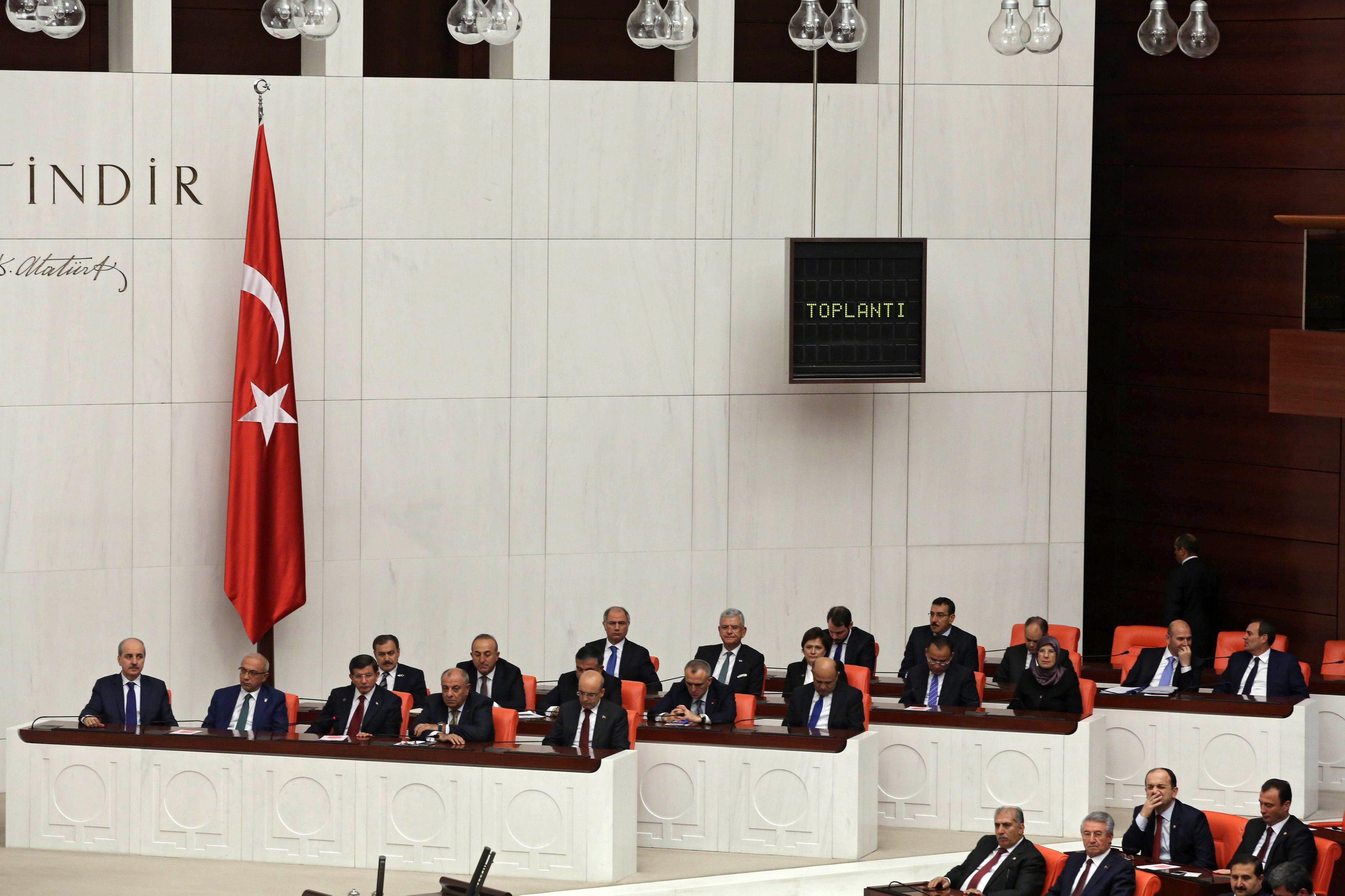 Parlamento turco dá voto de confiança a novo Governo