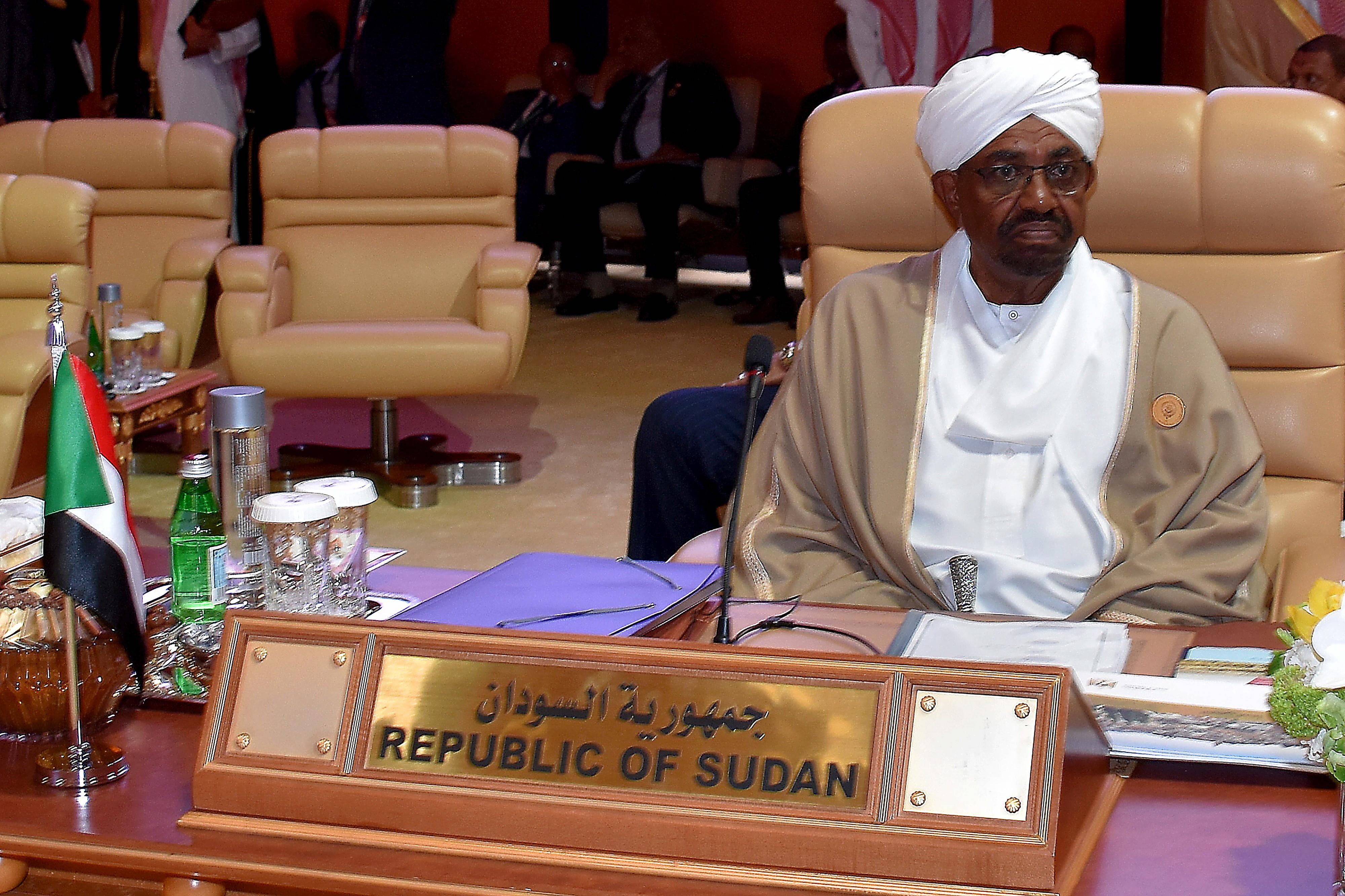 Presidente do Sudão dissolve Governo e declara estado de emergência