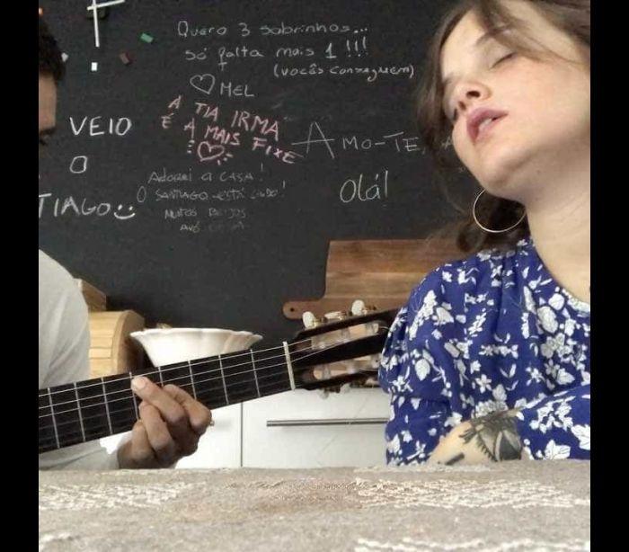 Carolina Deslandes compõe música para o filho mais novo