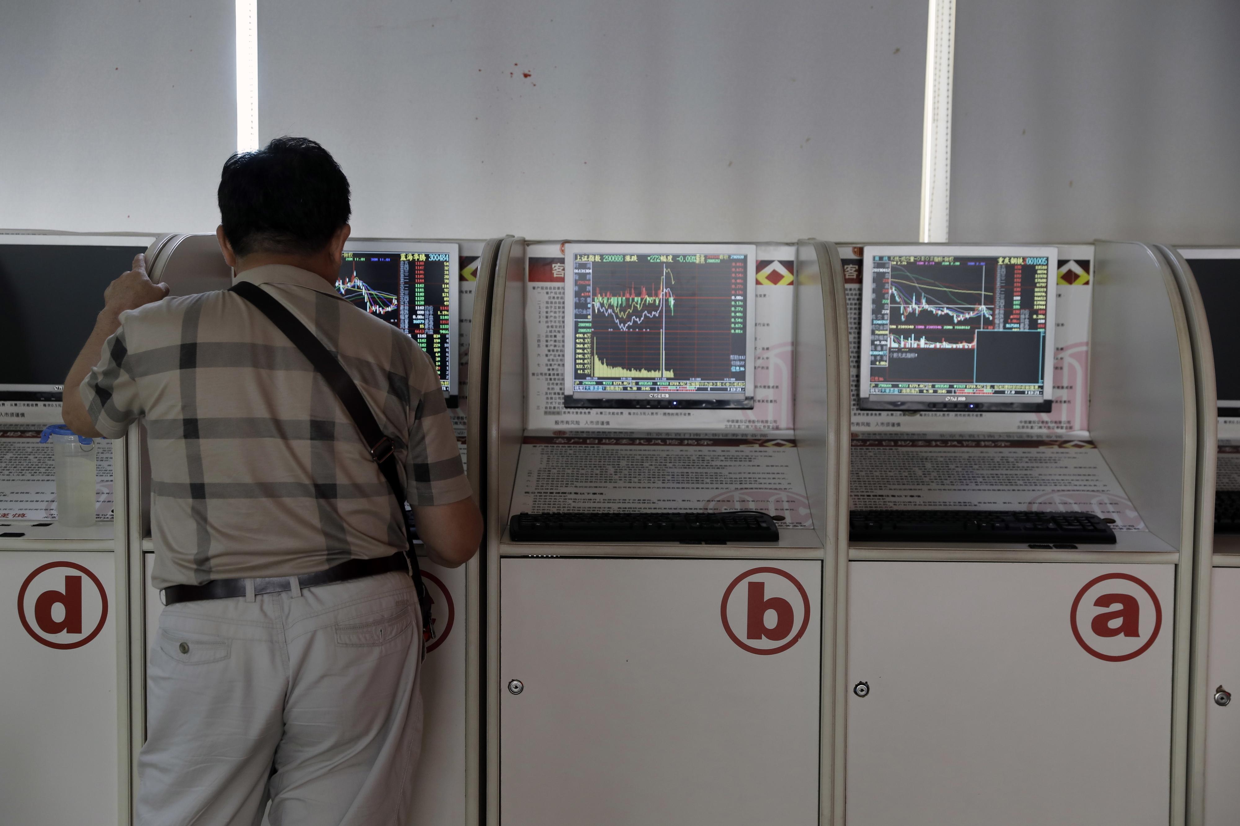 Bolsa de Xangai encerra a cair 0,30%