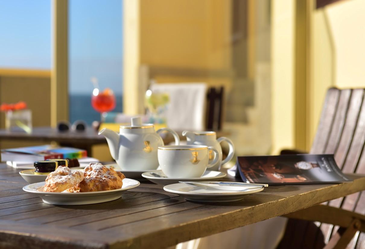 Almoçar e jantar com vista para o mar