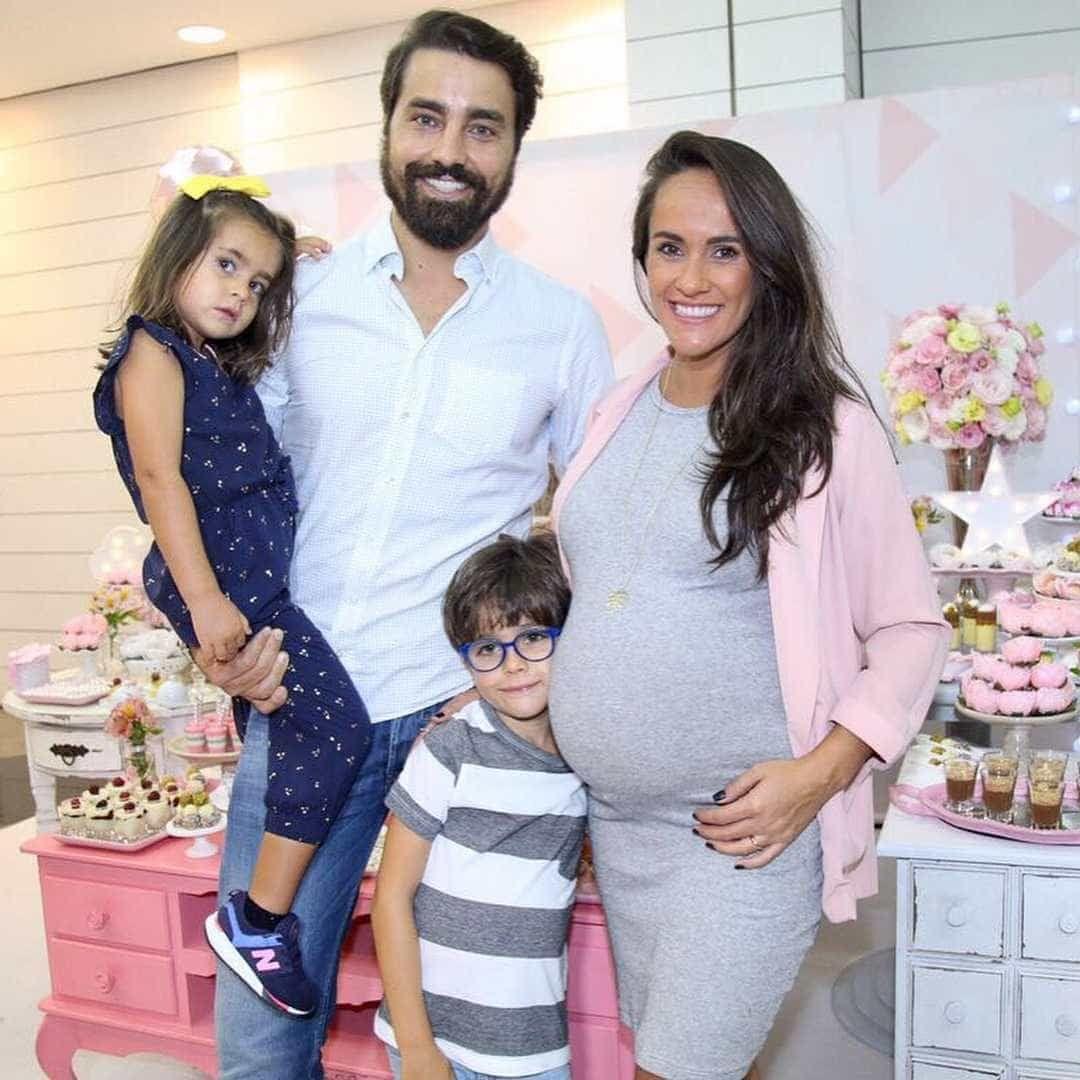 Ricardo Pereira e Francisca organizam 'baby shower' da filha