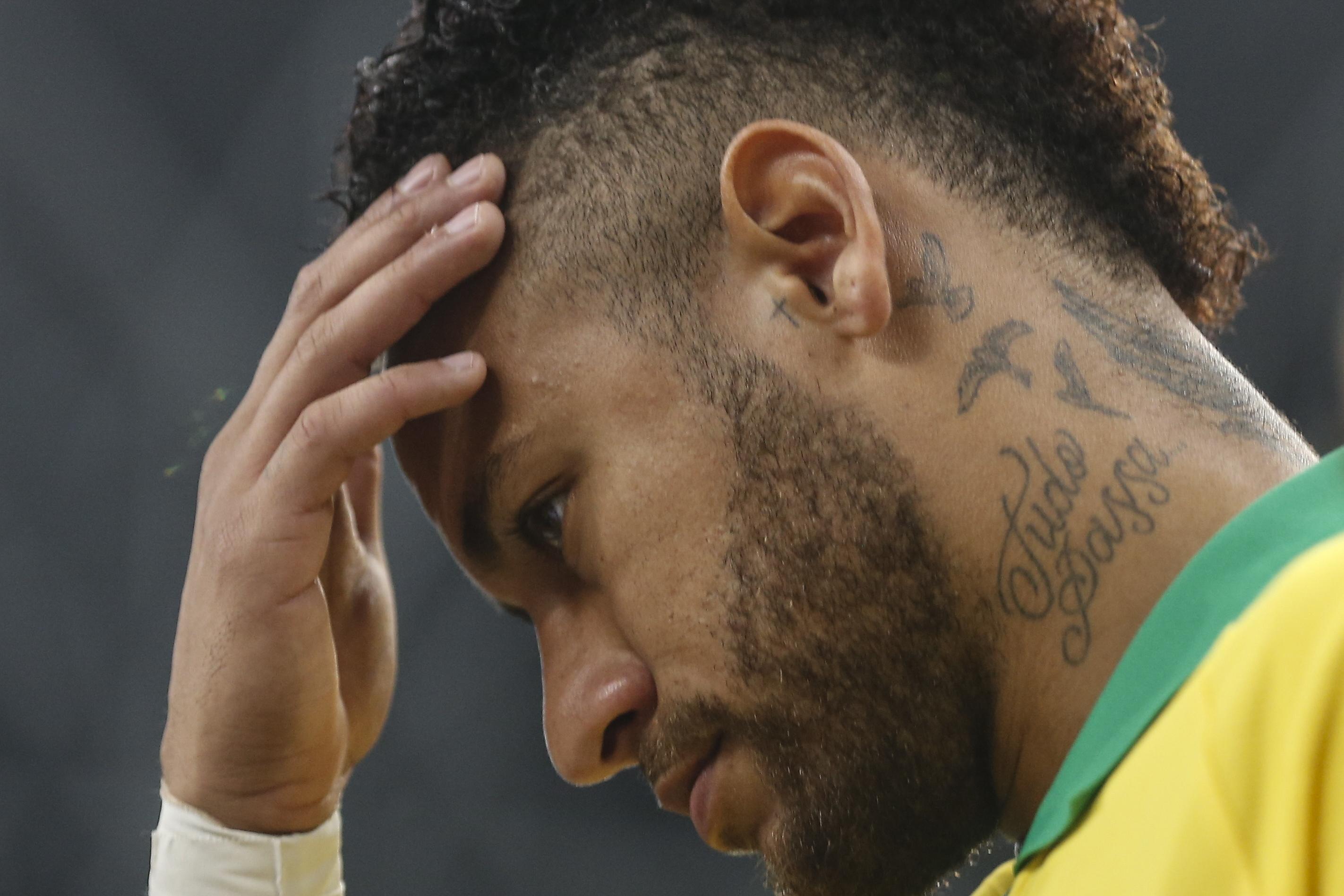 Neymar para quatro semanas devido a lesão na coxa