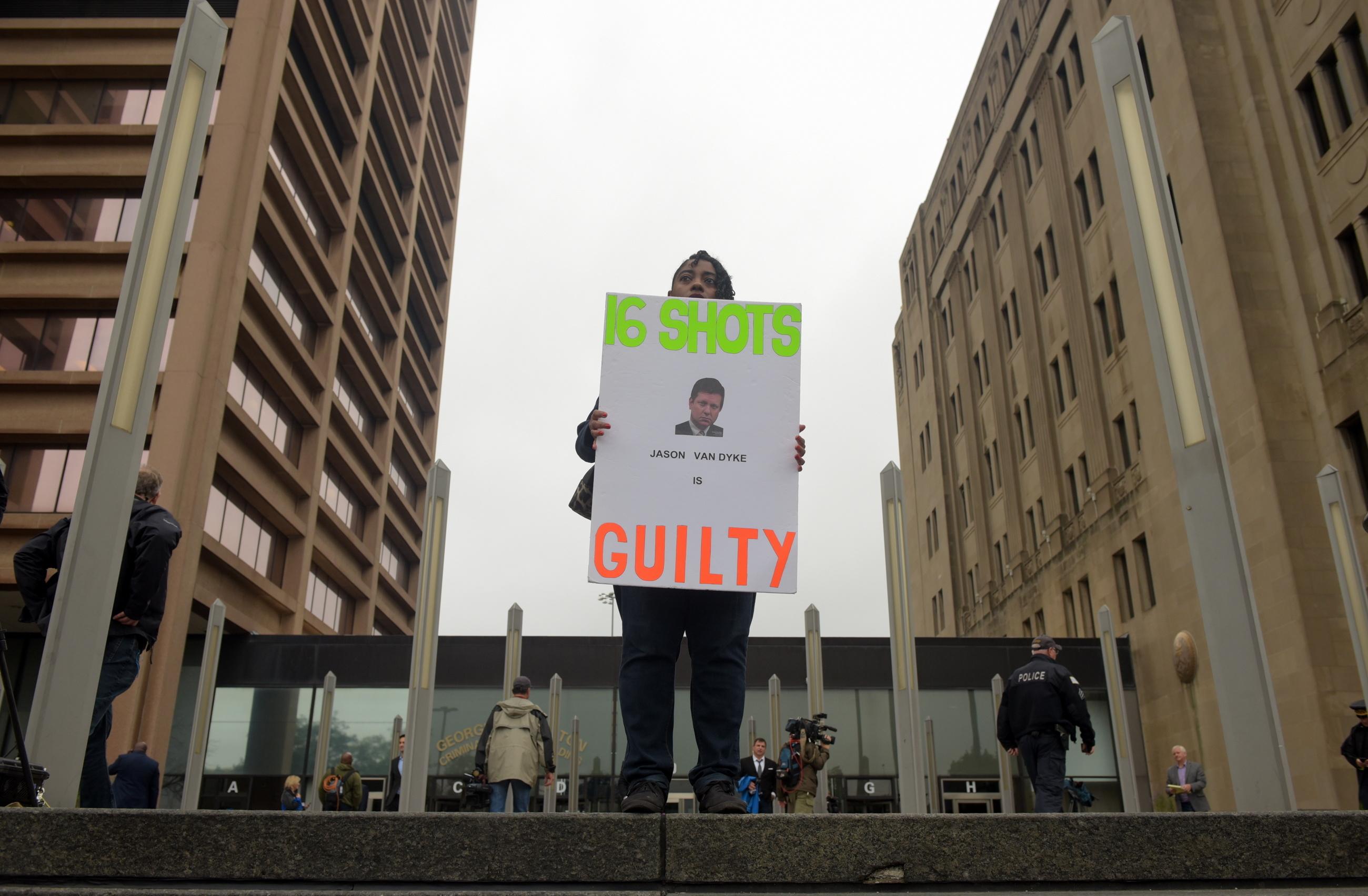 Quase sete anos de prisão para polícia de Chicago que matou jovem negro em 2014