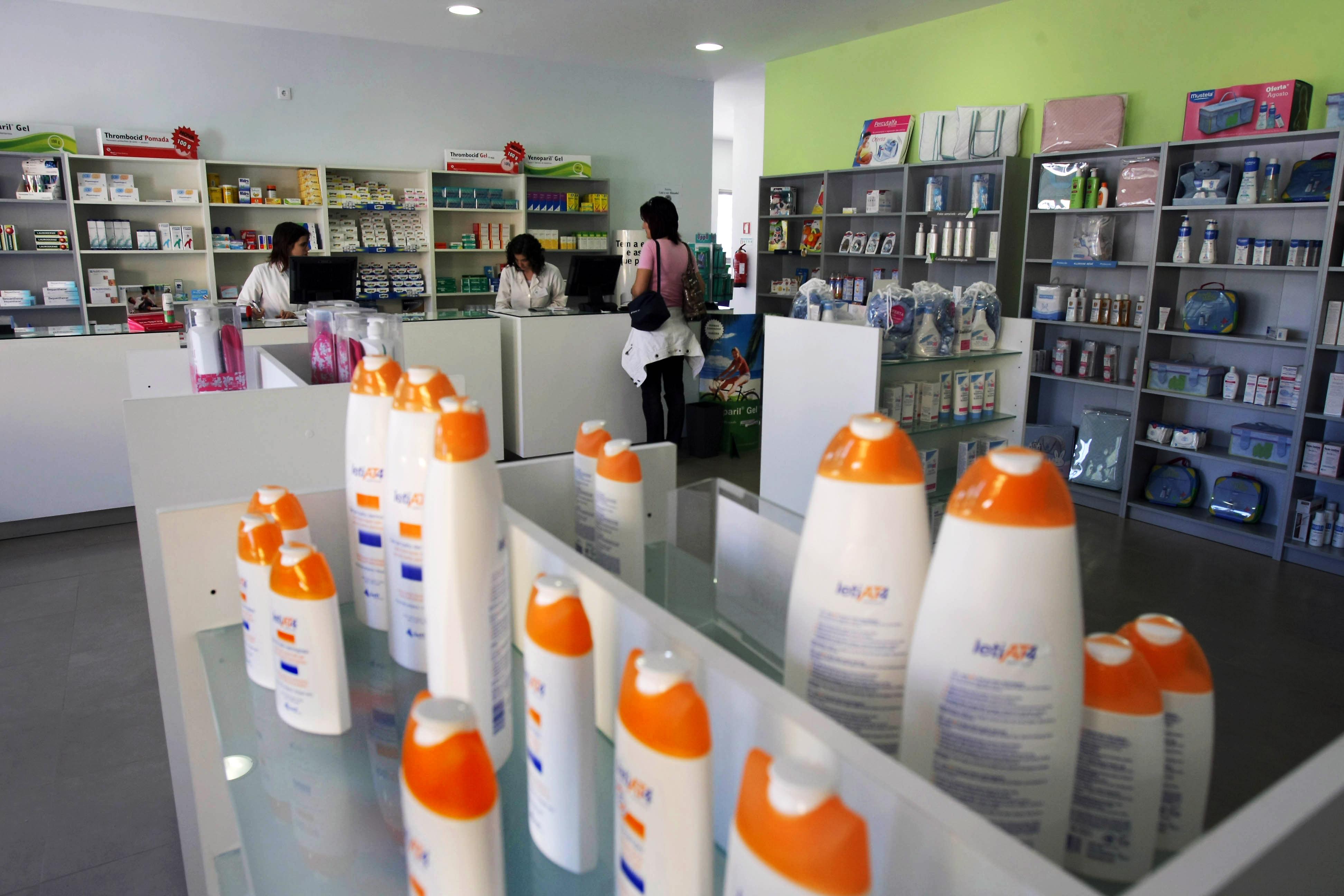 Lei de cidadãos para farmácias de venda ao público nos hospitais aprovada na AR