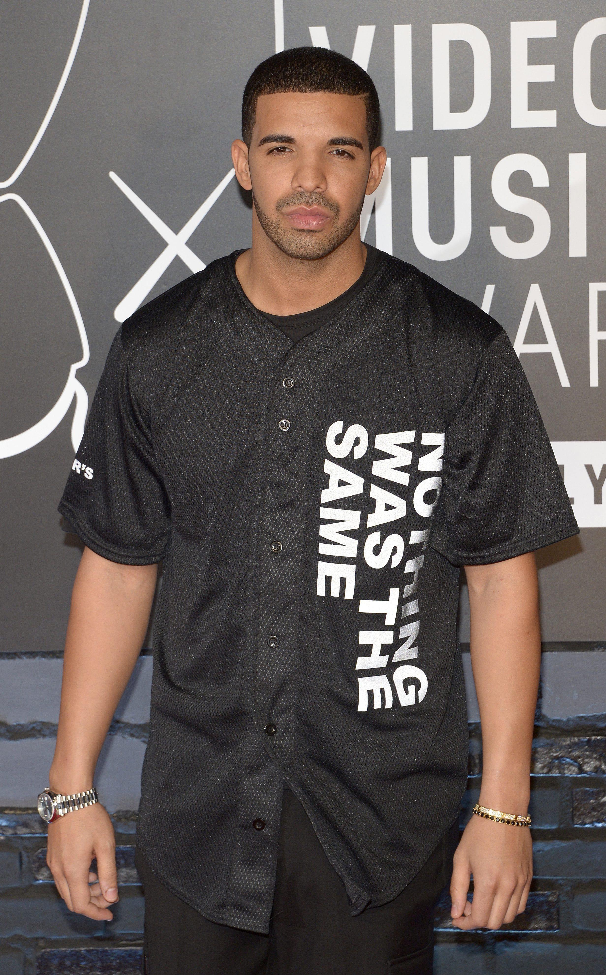 Rihanna e Kanye West participam no novo álbum de Drake