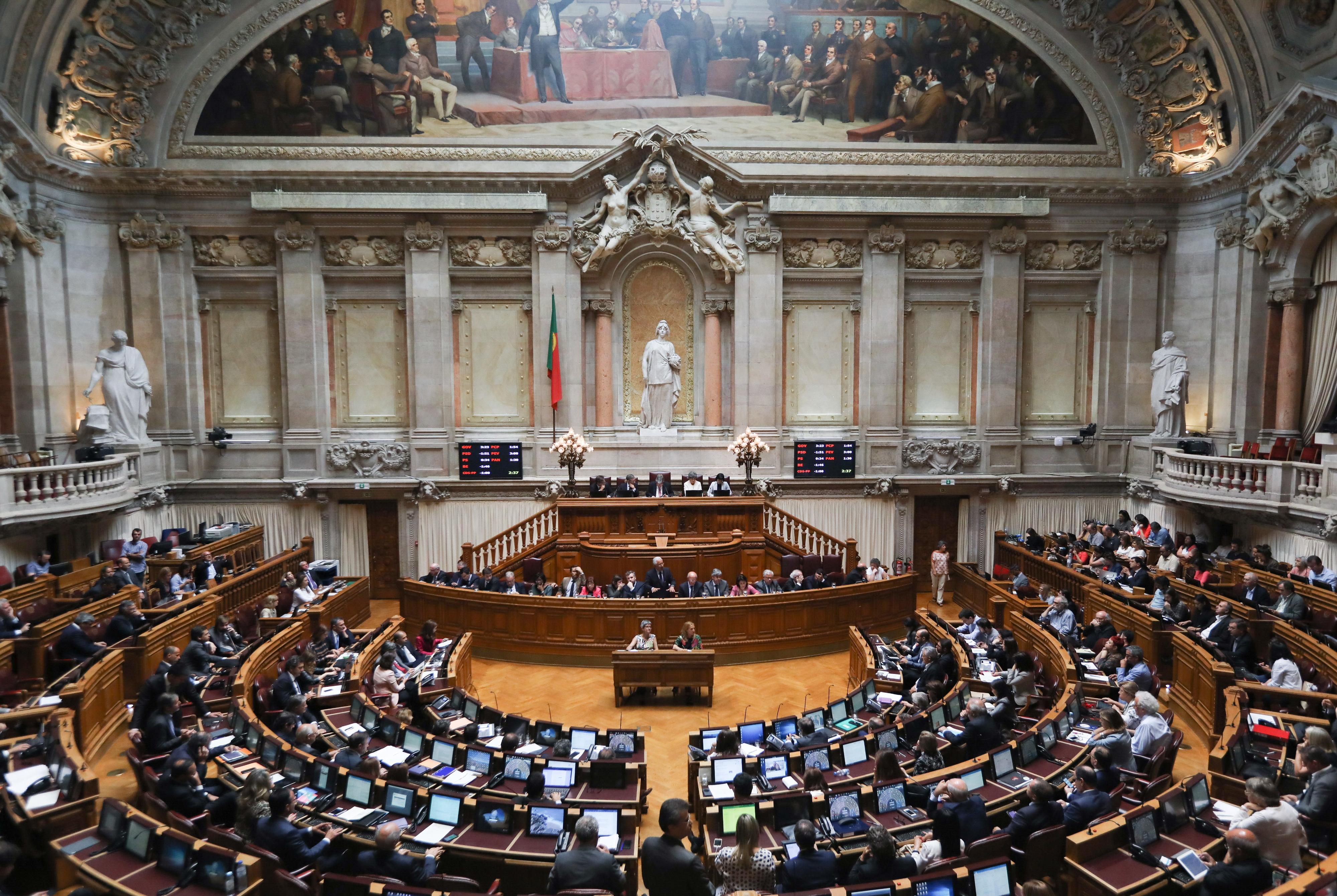 Governo retira estatuto do antigo combatente na véspera de votação no parlamento