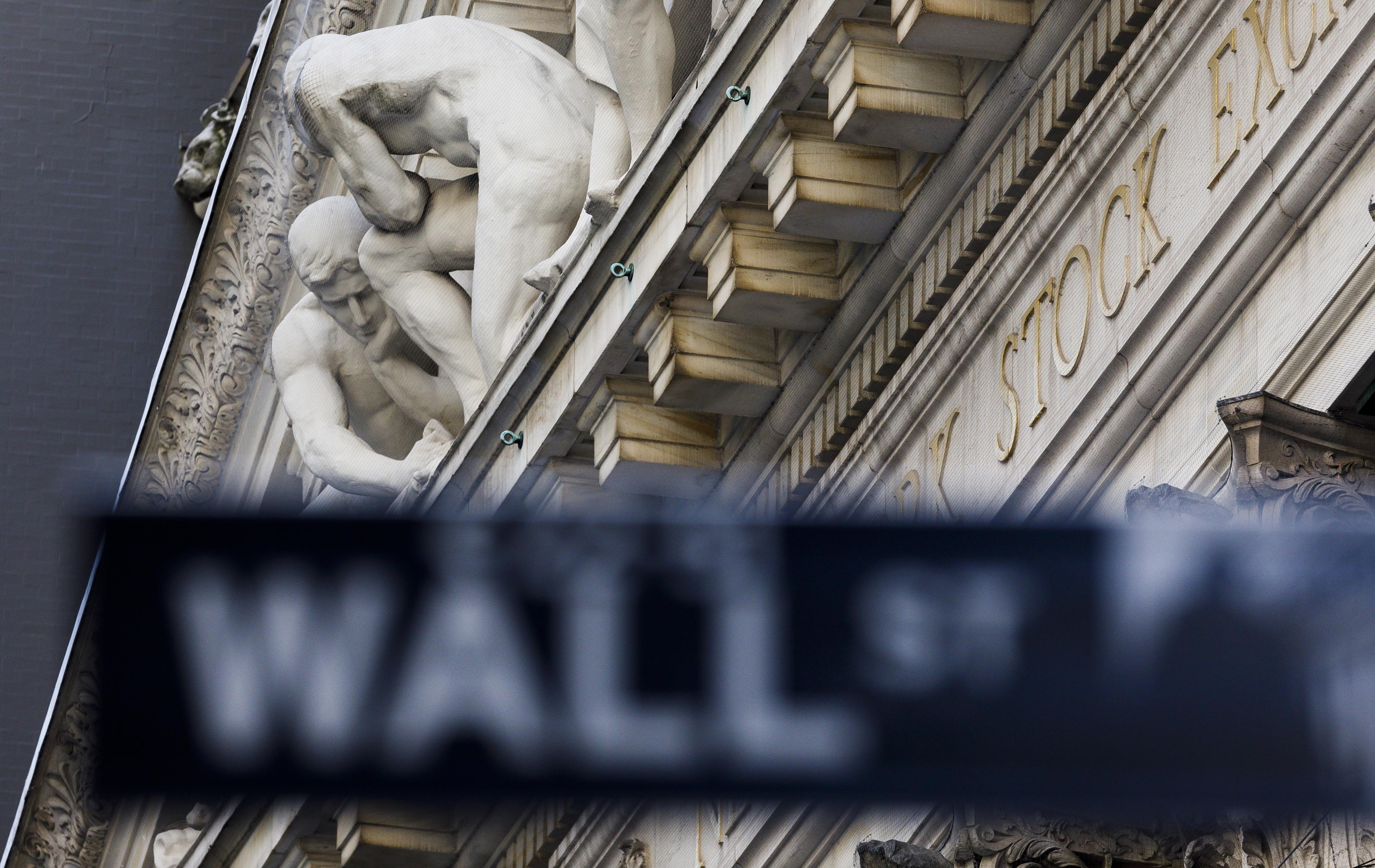 Wall Street sobe no final de uma semana agitada