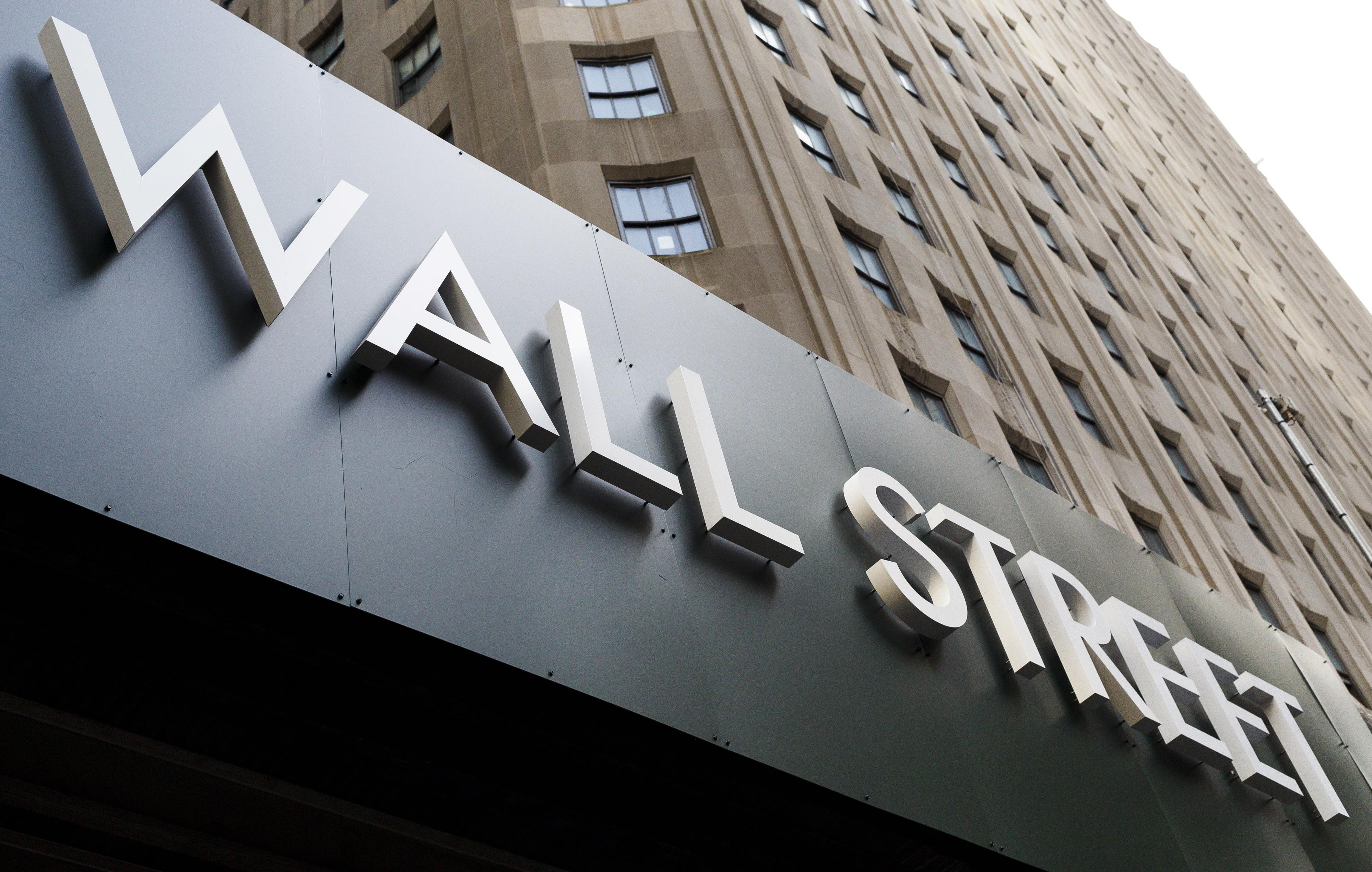 Nova Iorque negoceia no vermelho à espera das minutas da Fed