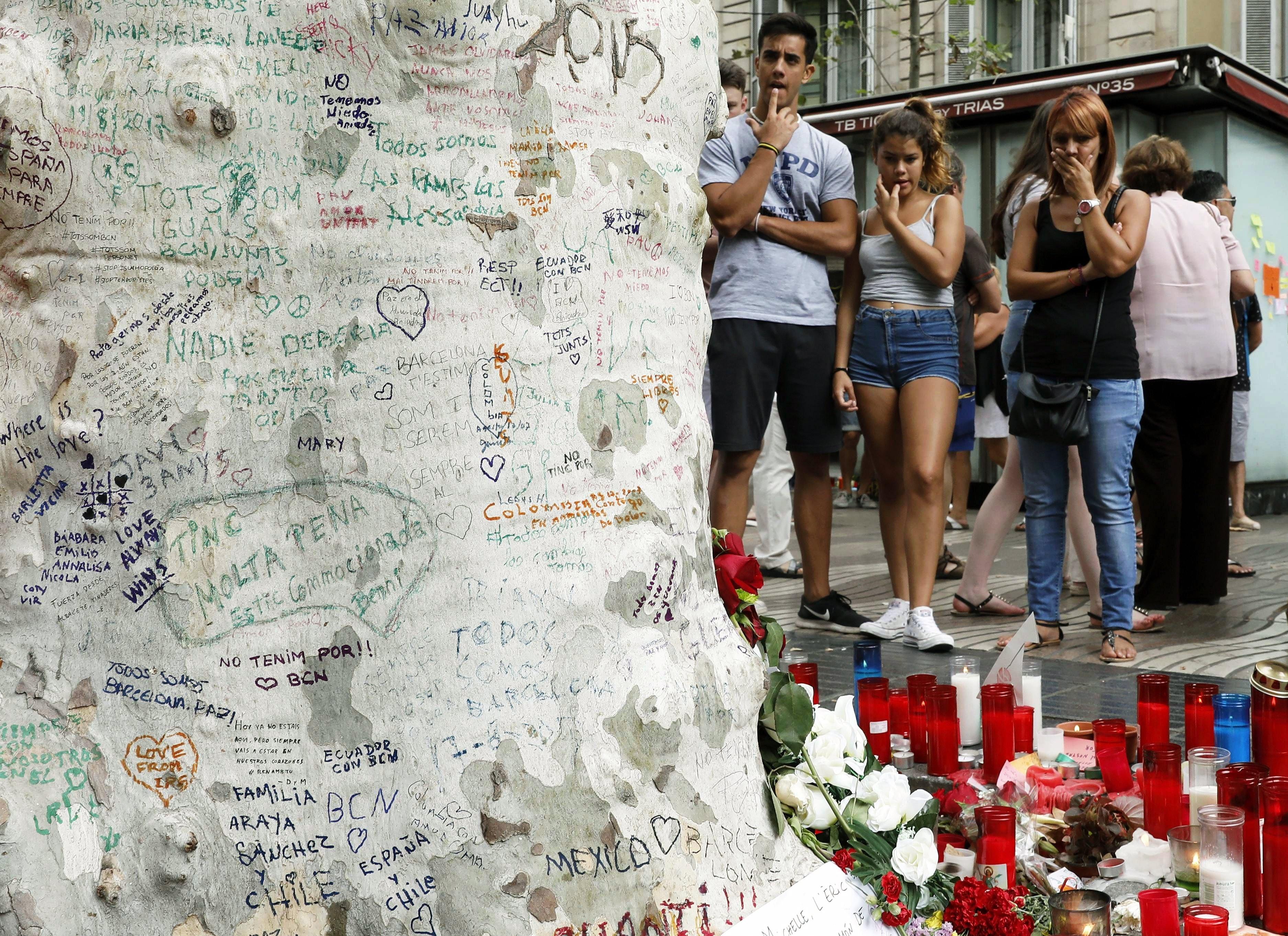 Número de mortos nos atentados em Espanha subiu para 15 - Ministro