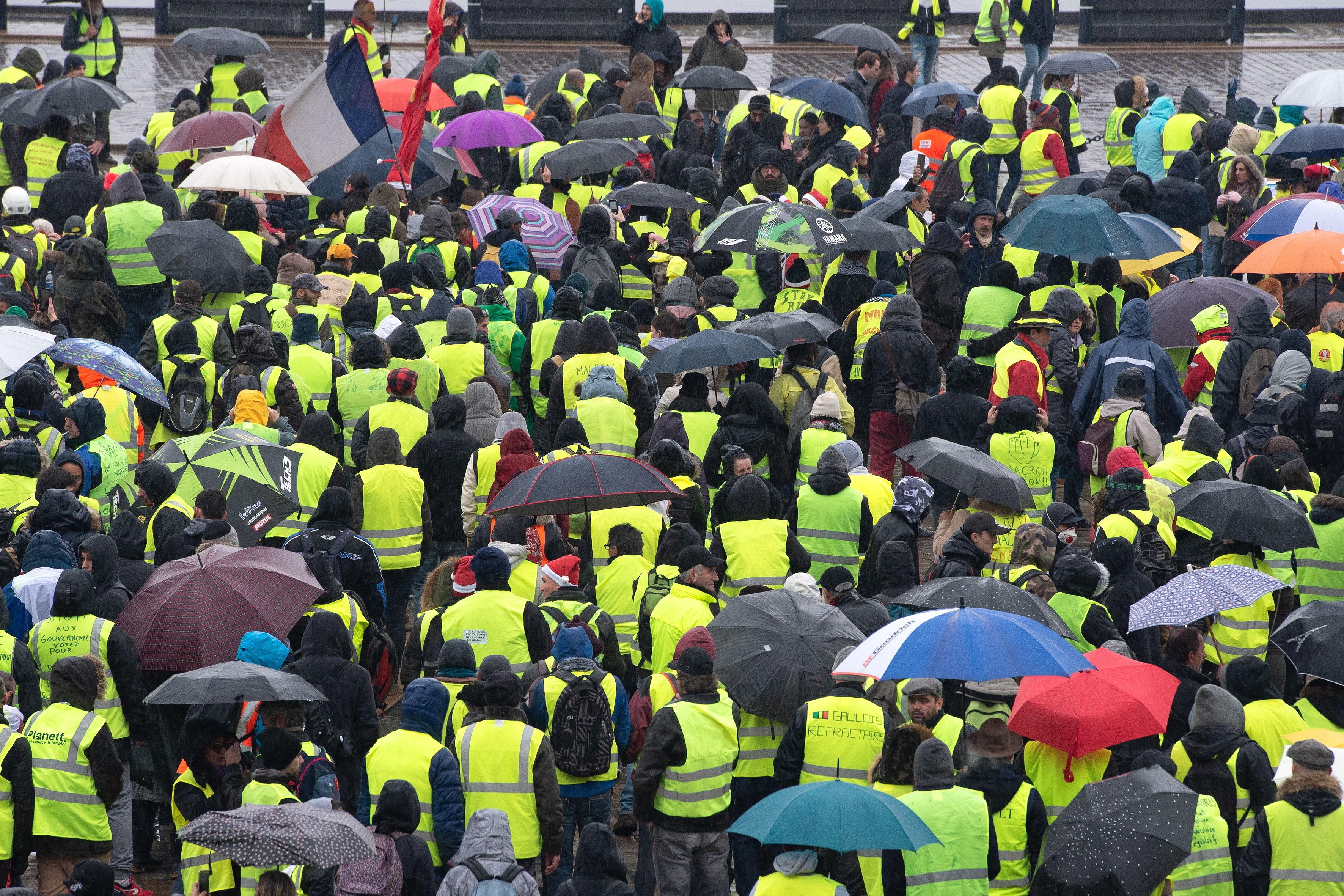 """""""Coletes amarelos"""" mobilizaram hoje 66 mil manifestantes em França"""