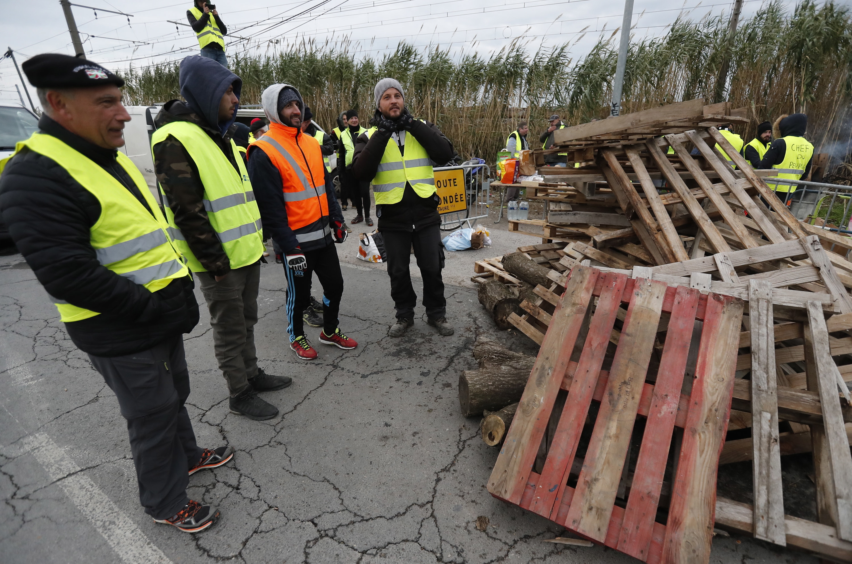 Protestos dos 'coletes amarelos' na Reunião deixam 16 polícias feridos
