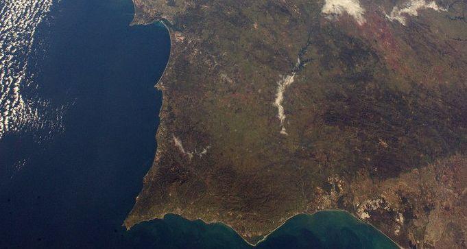 Saudações do Espaço no dia em que Portugal comemorou o 25 de abril