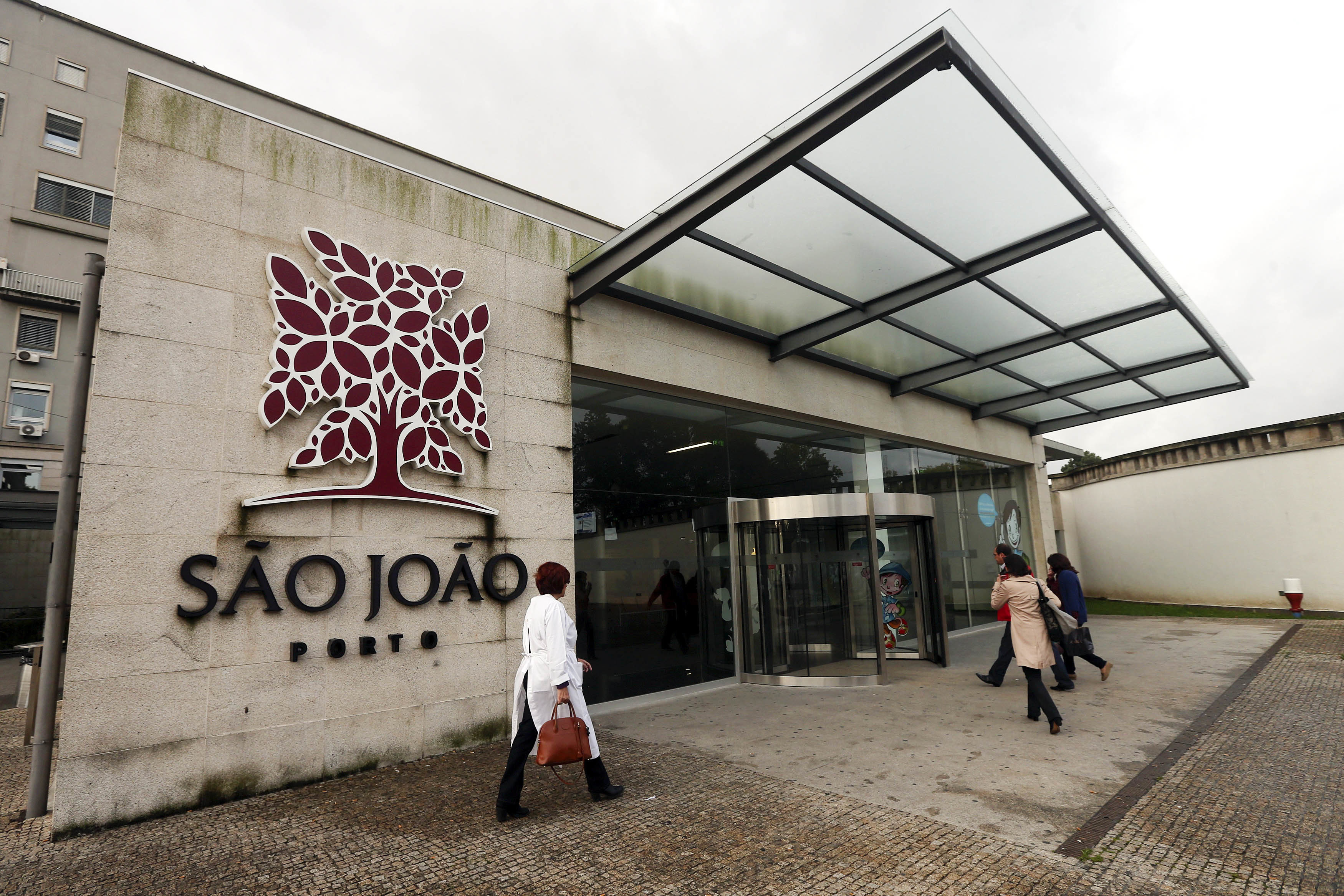 Hospital de São João disponibiliza máscara a utentes, acompanhantes e fornecedores