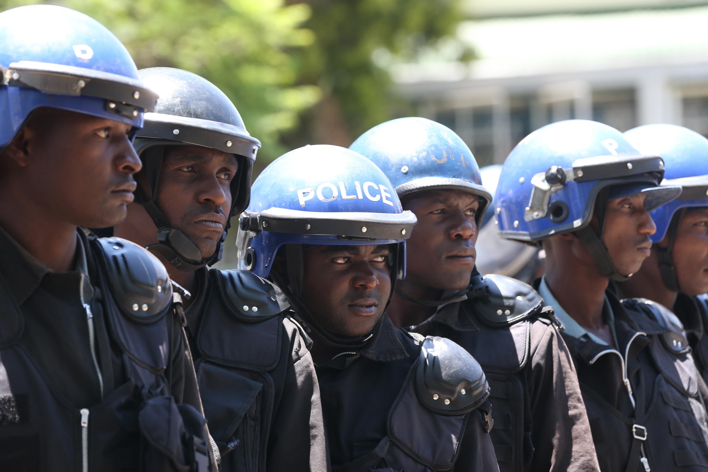 Polícia do Zimbabué usa gás lacrimogéneo sobre apoiantes da oposição