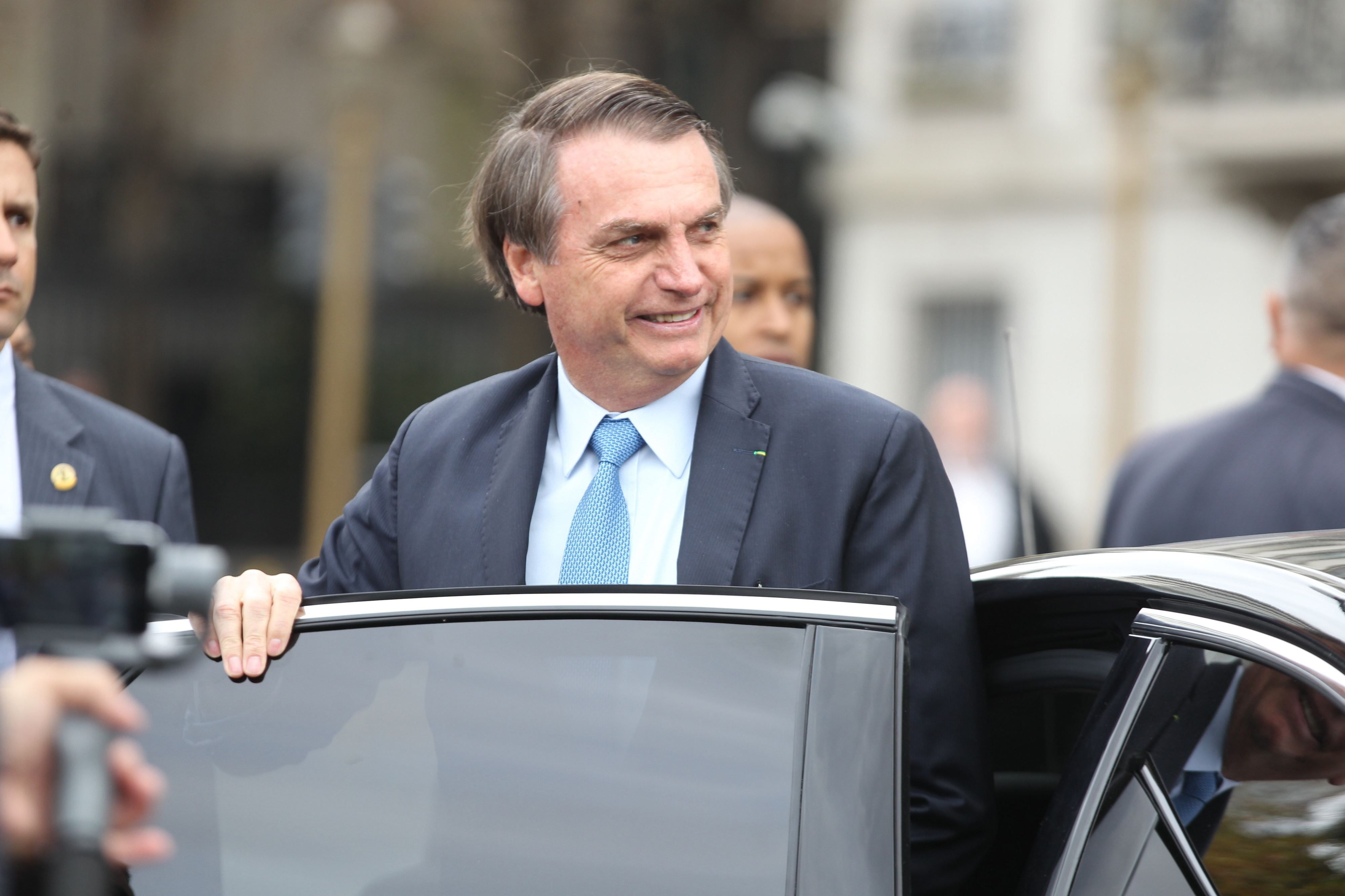 Bolsonaro lamenta que o Brasil não tenha prisão perpétua