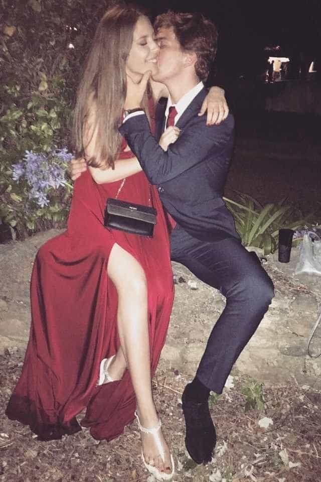 Filha de Tony Carreira foi muito bem acompanhada ao baile de finalistas