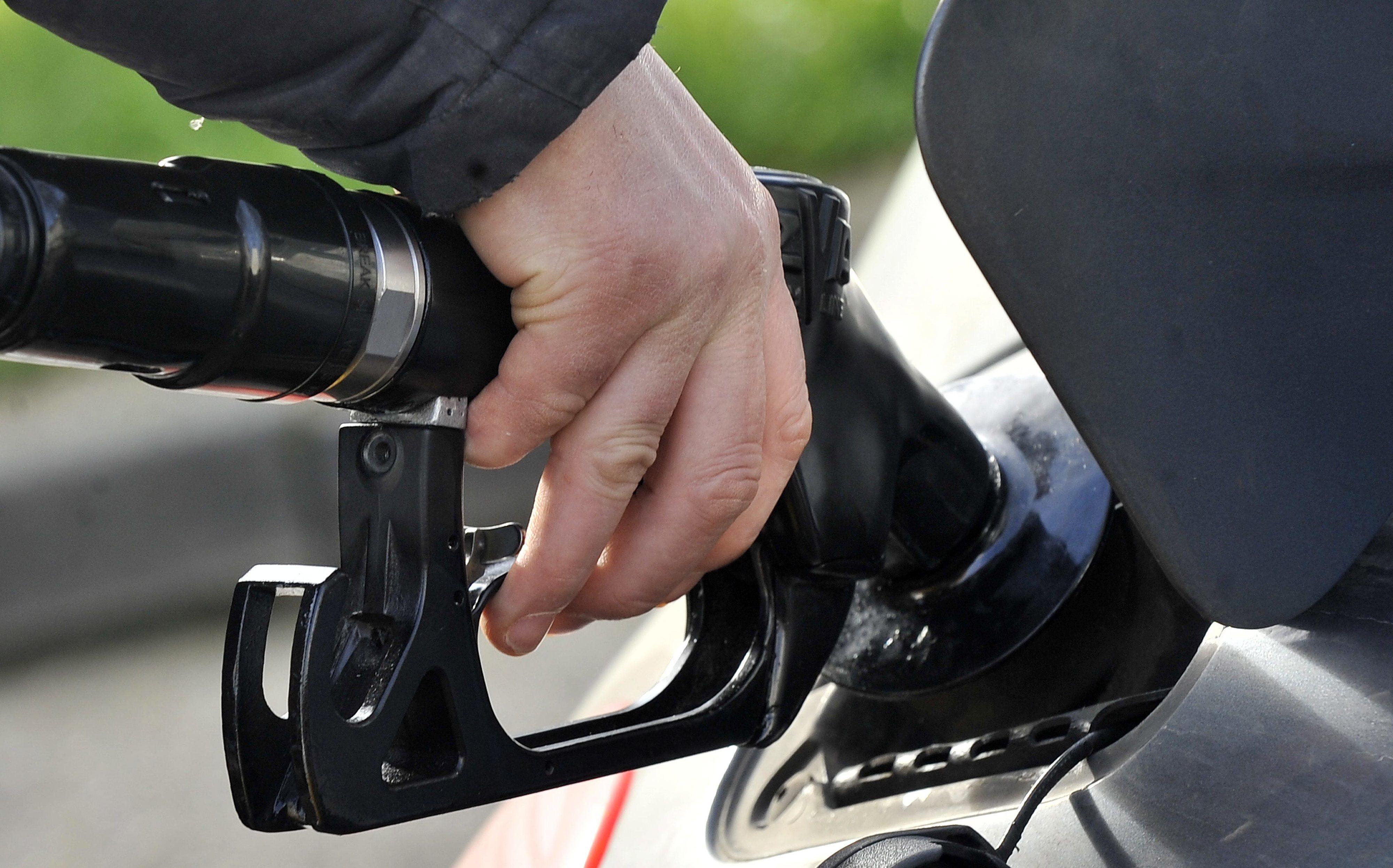 Governo moçambicano baixa preço dos combustíveis