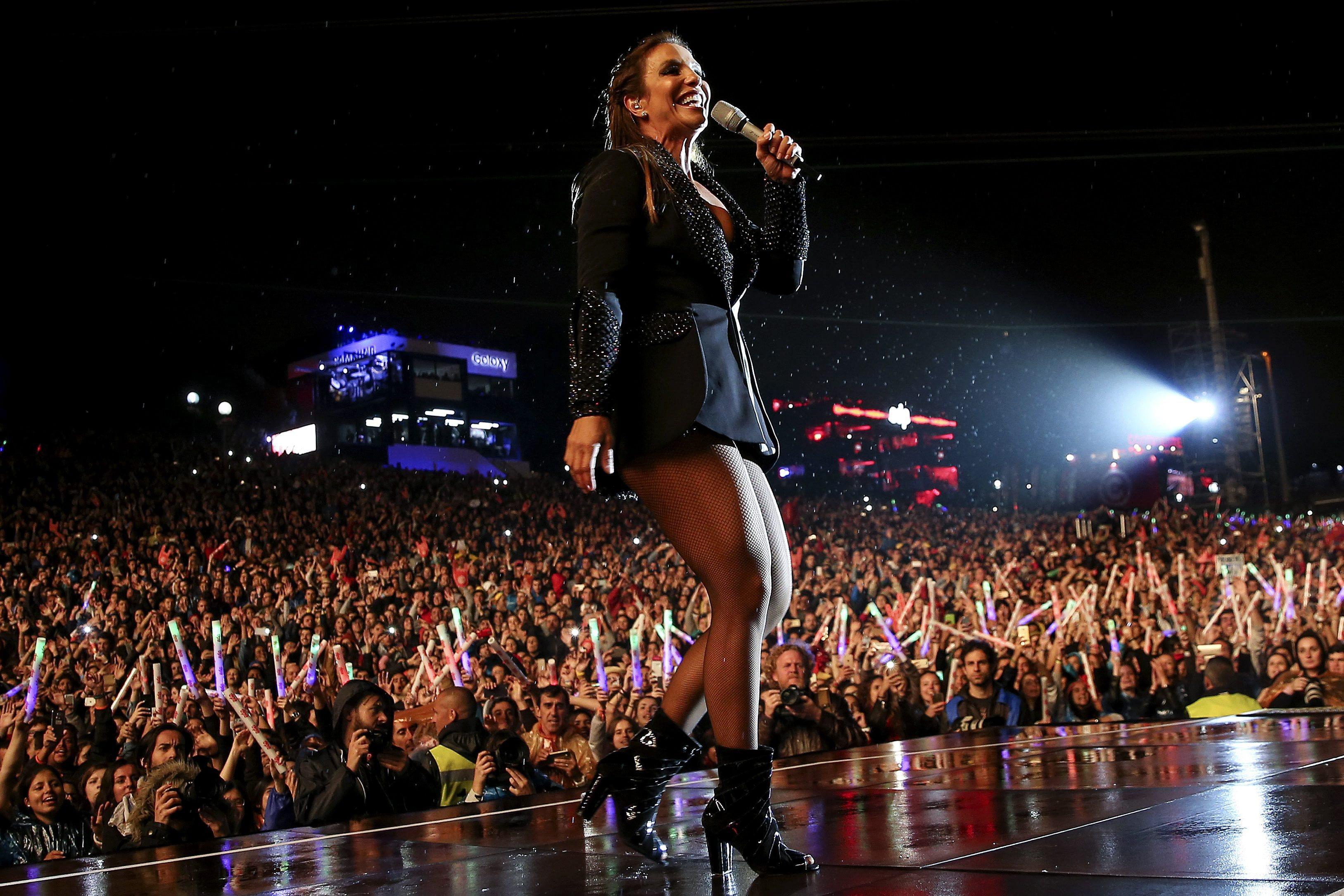 """Ivete Sangalo diz que é """"filha da terra"""" e foi aplaudida por 85 mil pessoas"""