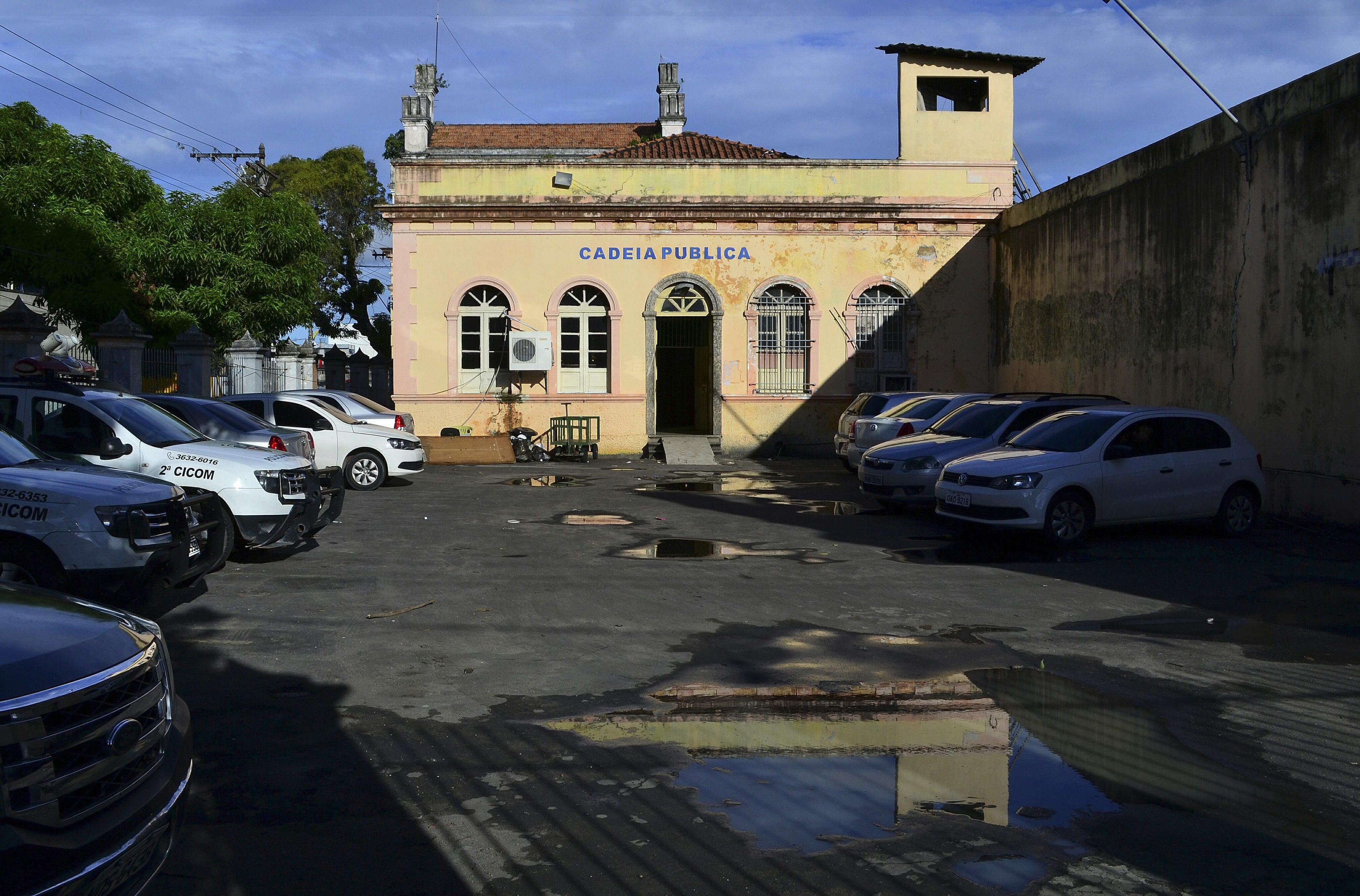 Motim em prisão brasileira provoca pelo menos oito mortos