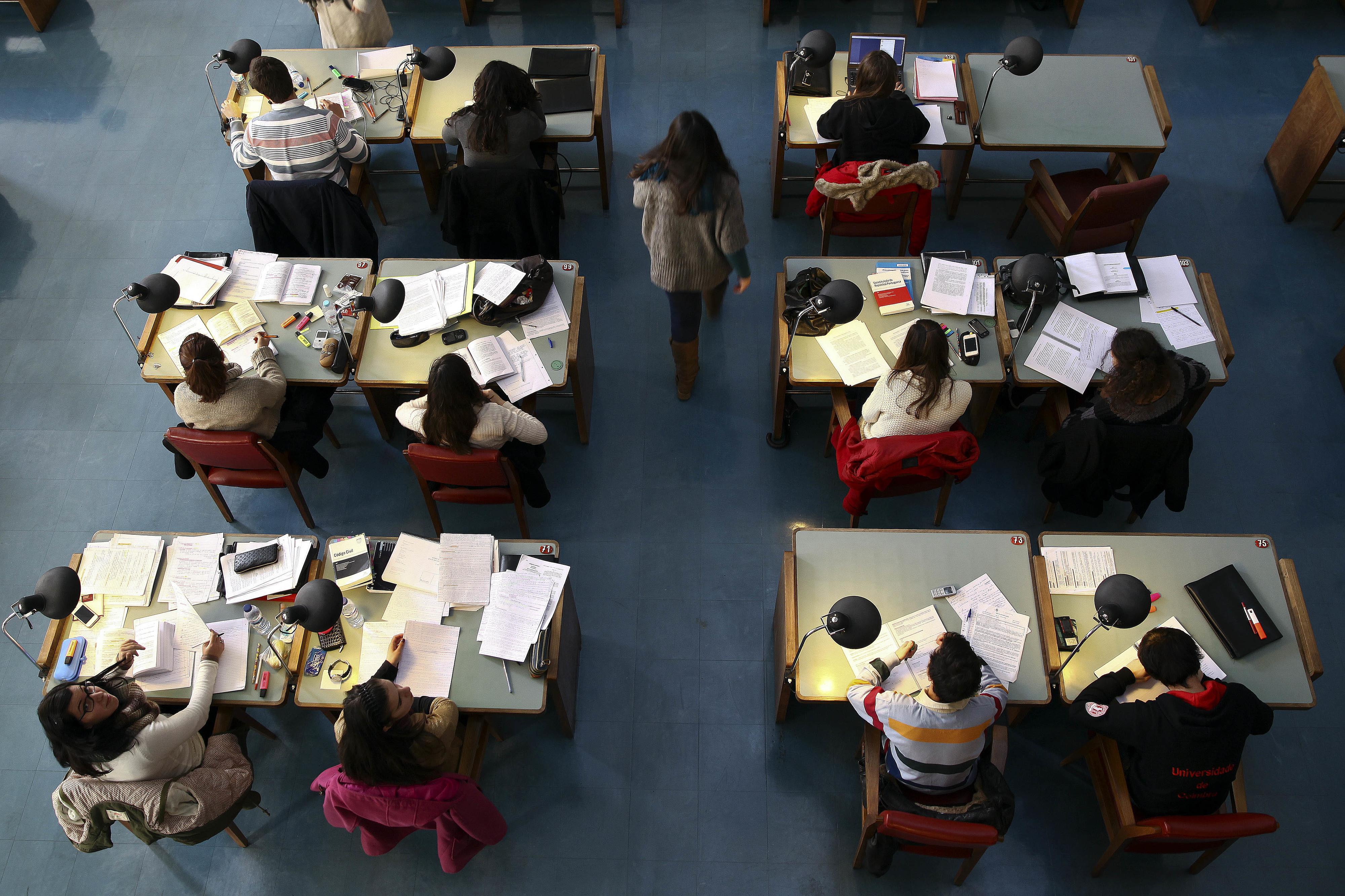 Concurso de acesso ao Ensino Superior arranca hoje com total de vagas quase igual