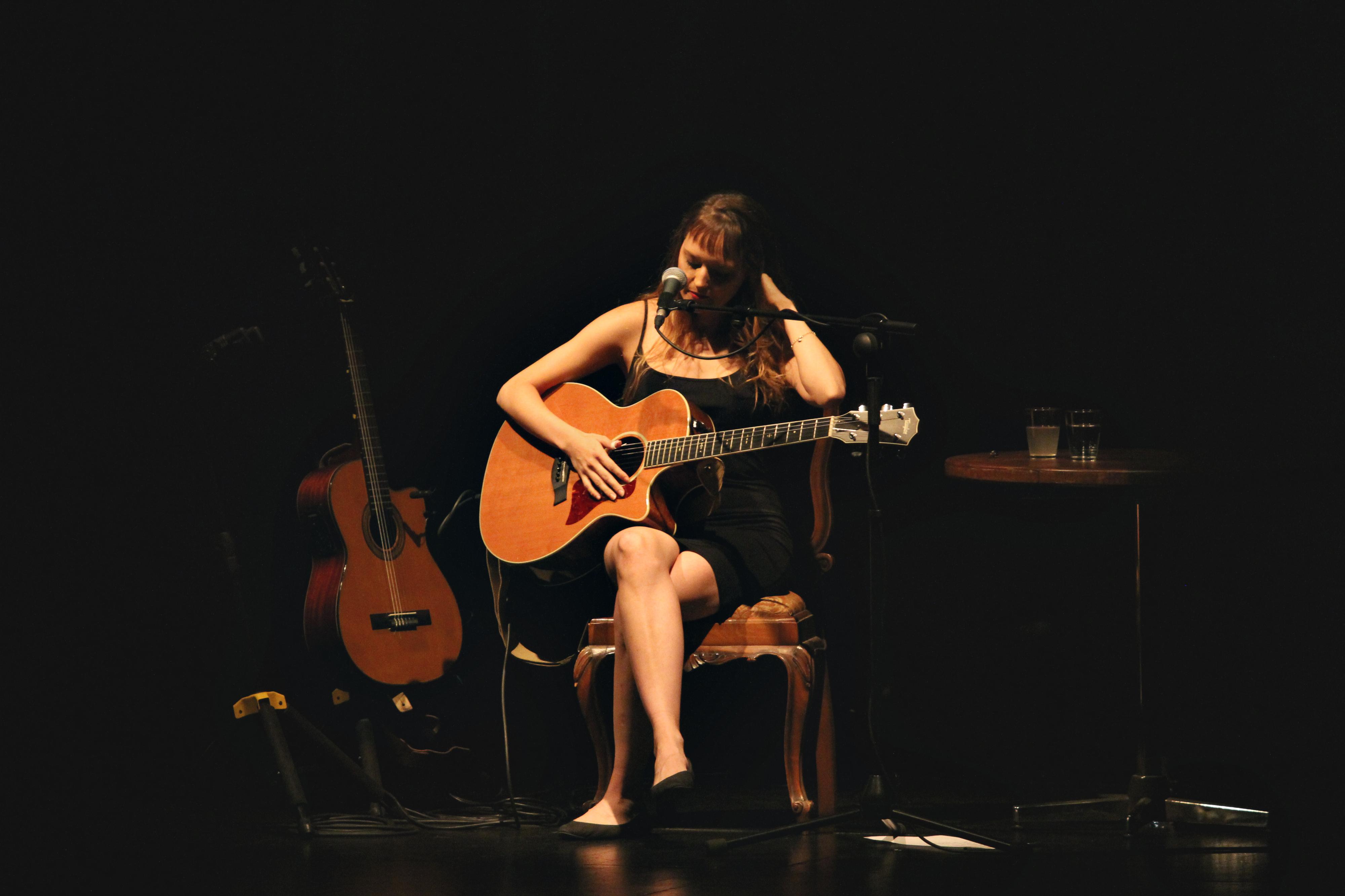 """Mallu Magalhães com """"saudade, voz e violão"""" na Casa da Música"""