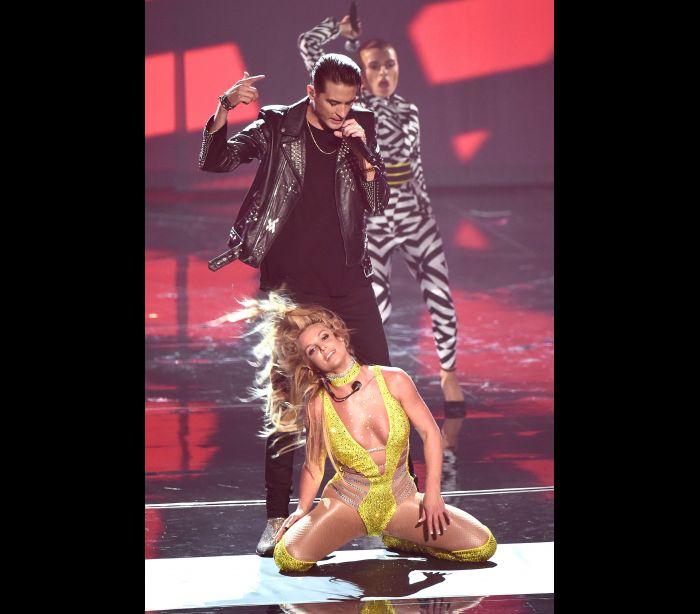 Britney Spears regressa ao palco dos VMA e é criticada