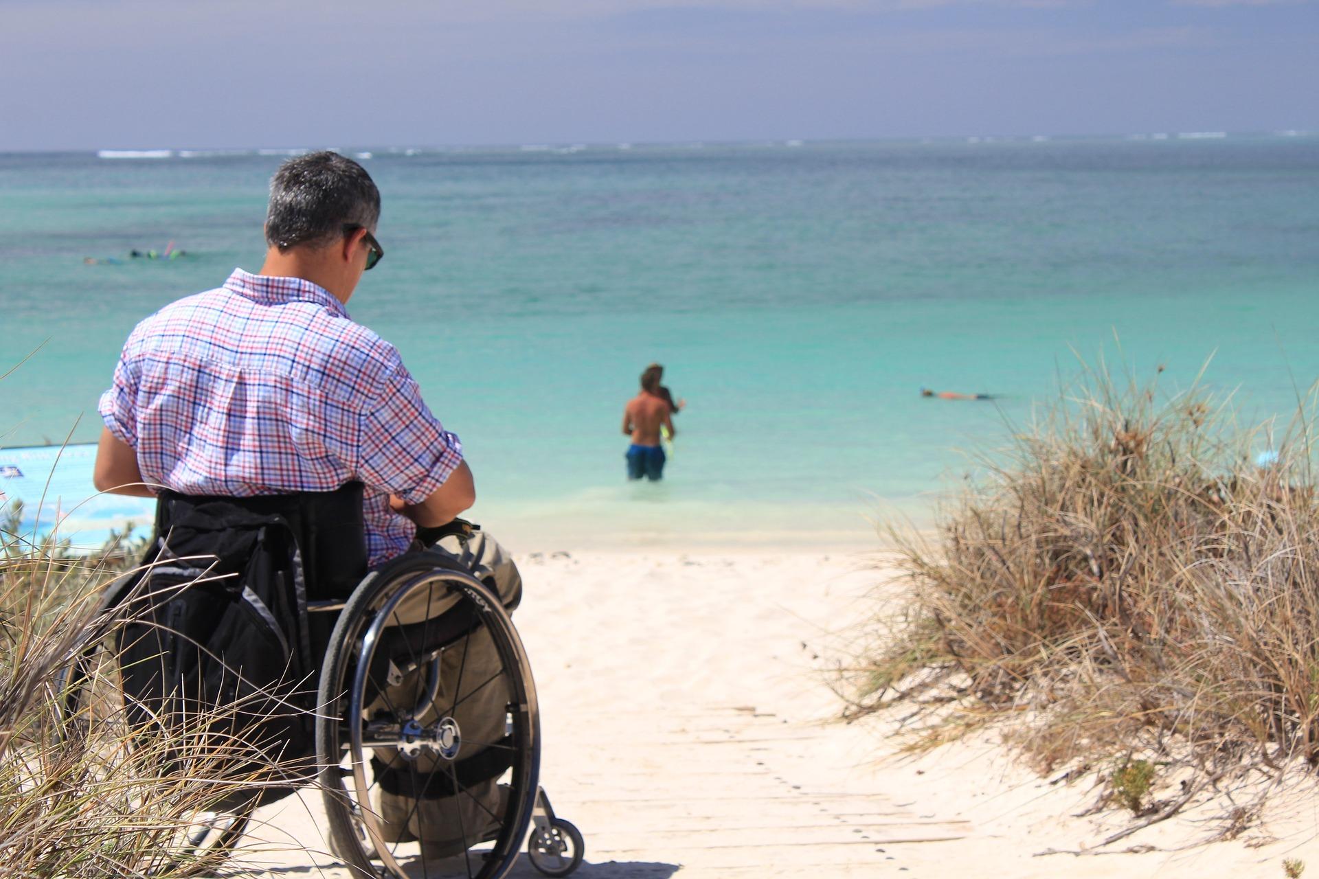Governo vai investir na adaptação de espaços públicos e turísticos a pessoas com deficiência