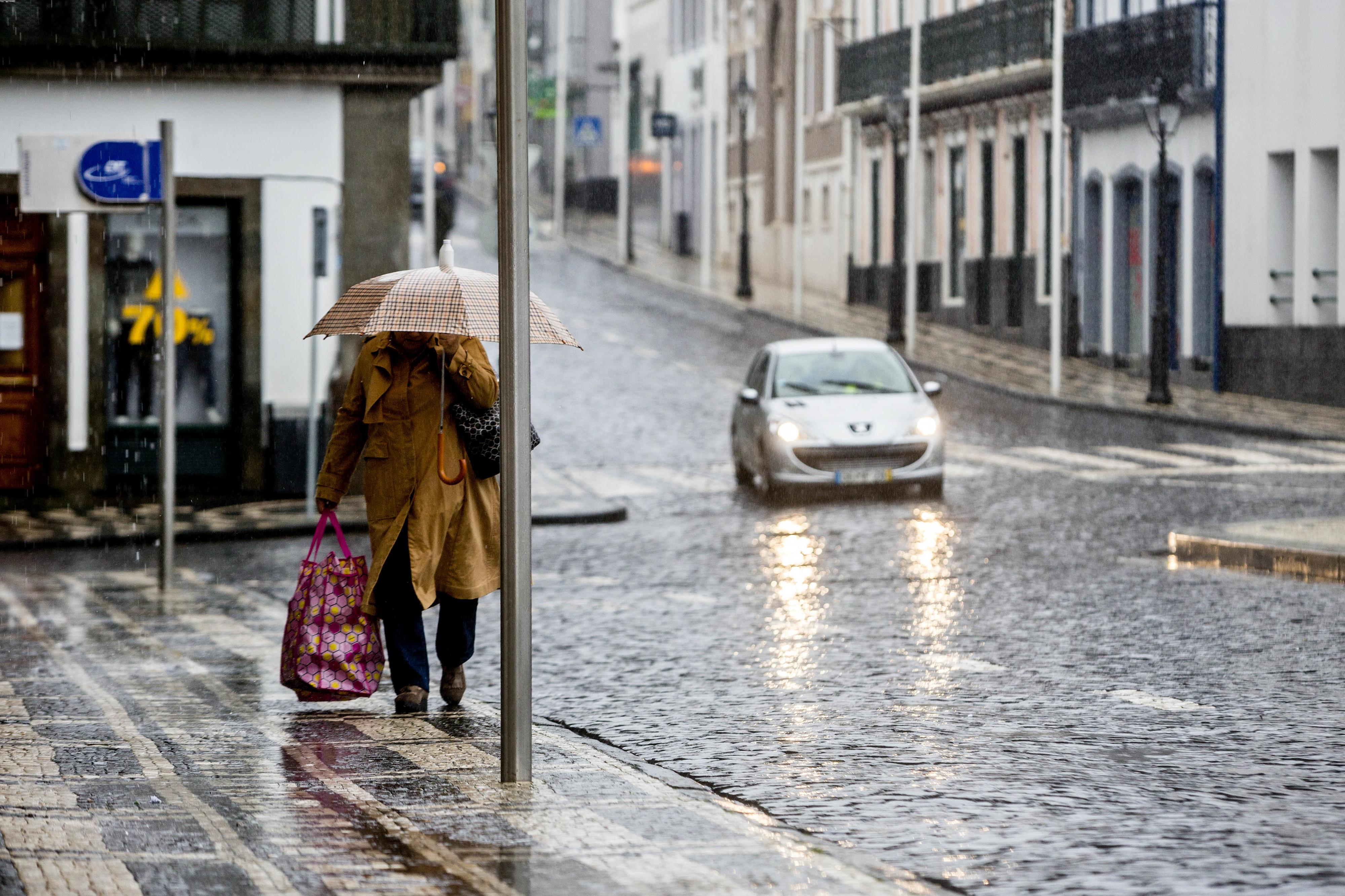 Proteção Civil alerta para agravamento do tempo nos grupos central e ocidental dos Açores