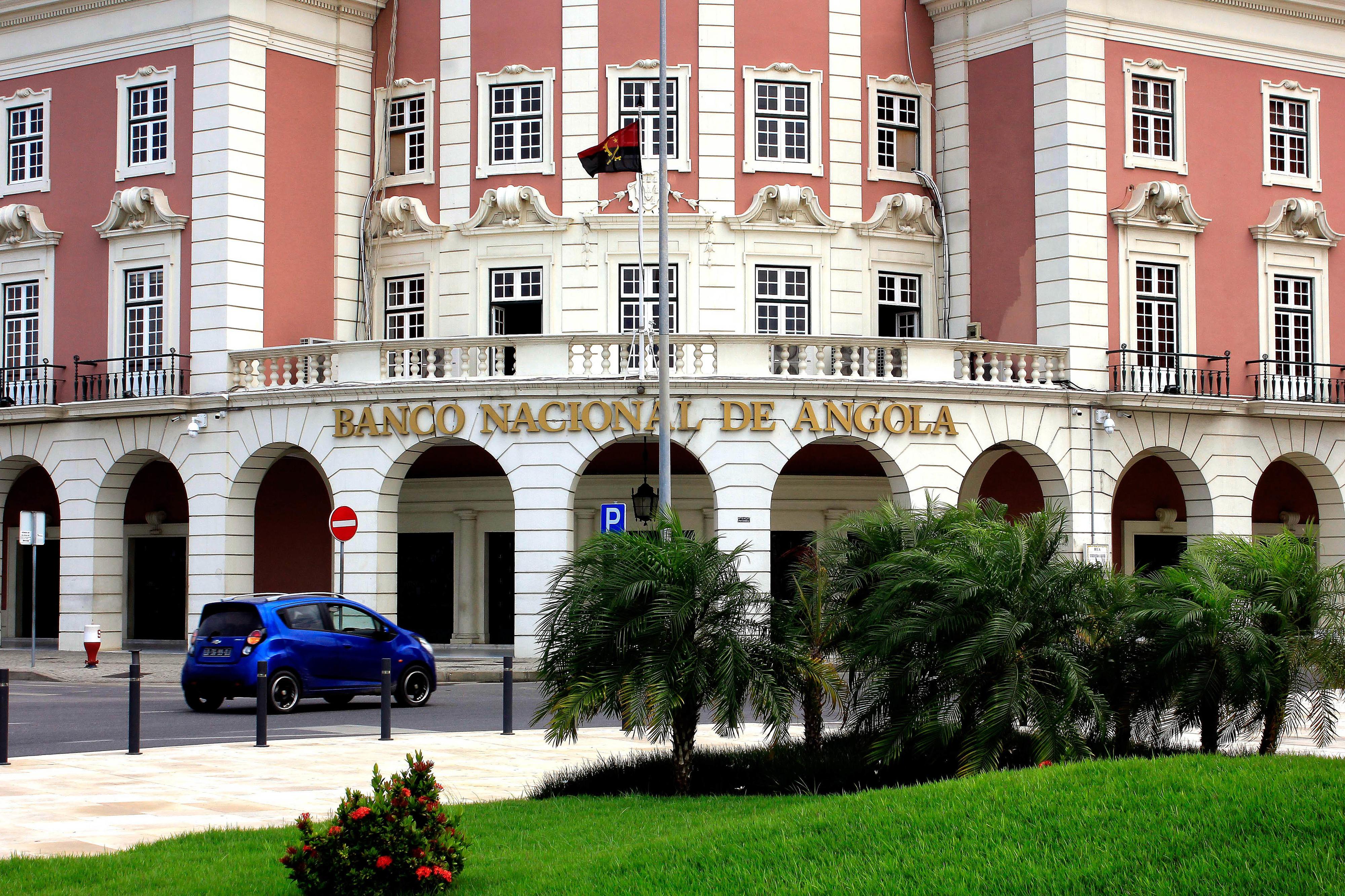Banco central angolano anuncia redução de taxas nas transações em moeda estrangeira