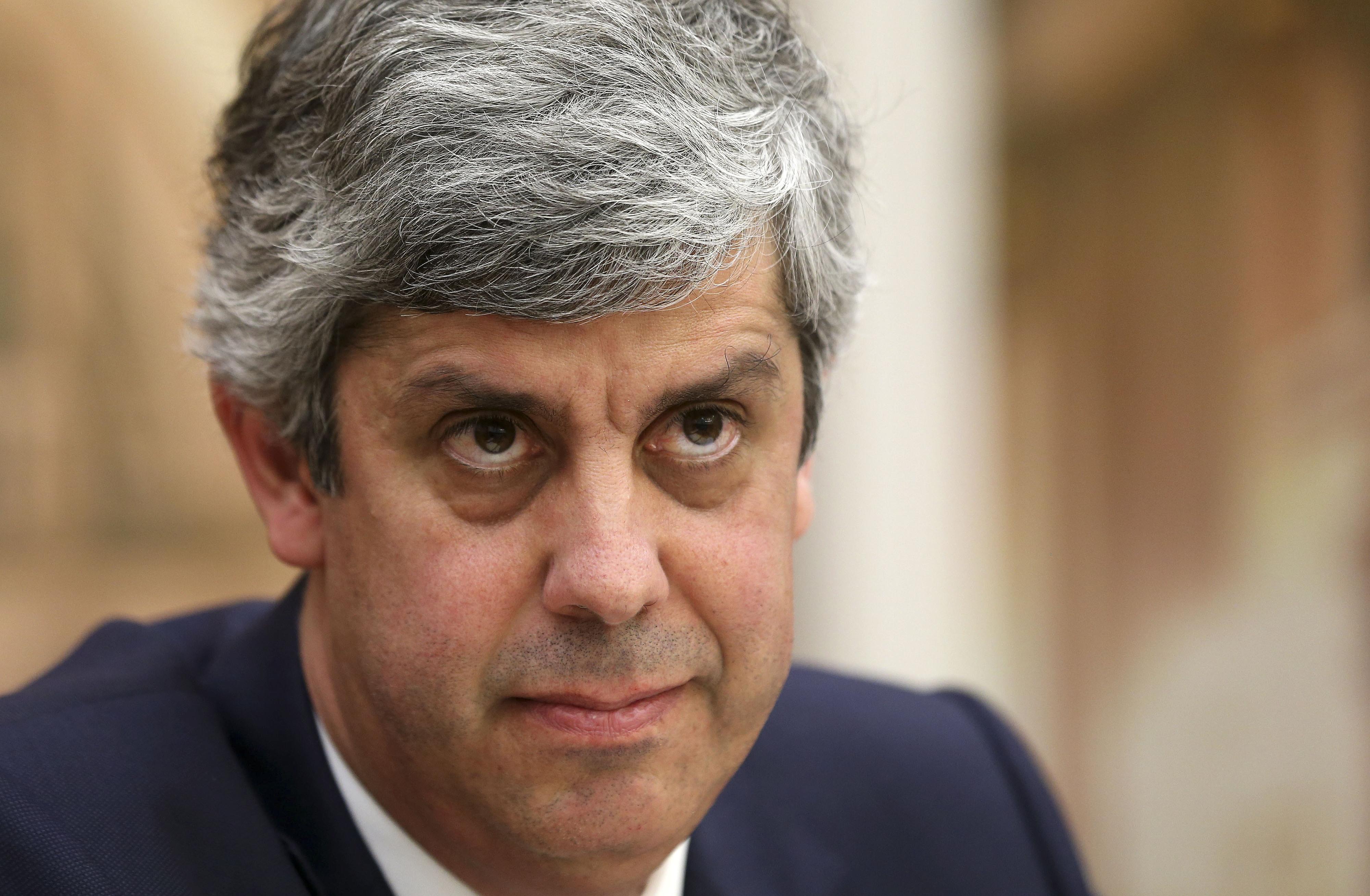 """Alterações de receita e despesa previstas para 2016 """"levantam dúvidas"""" à UTAO"""