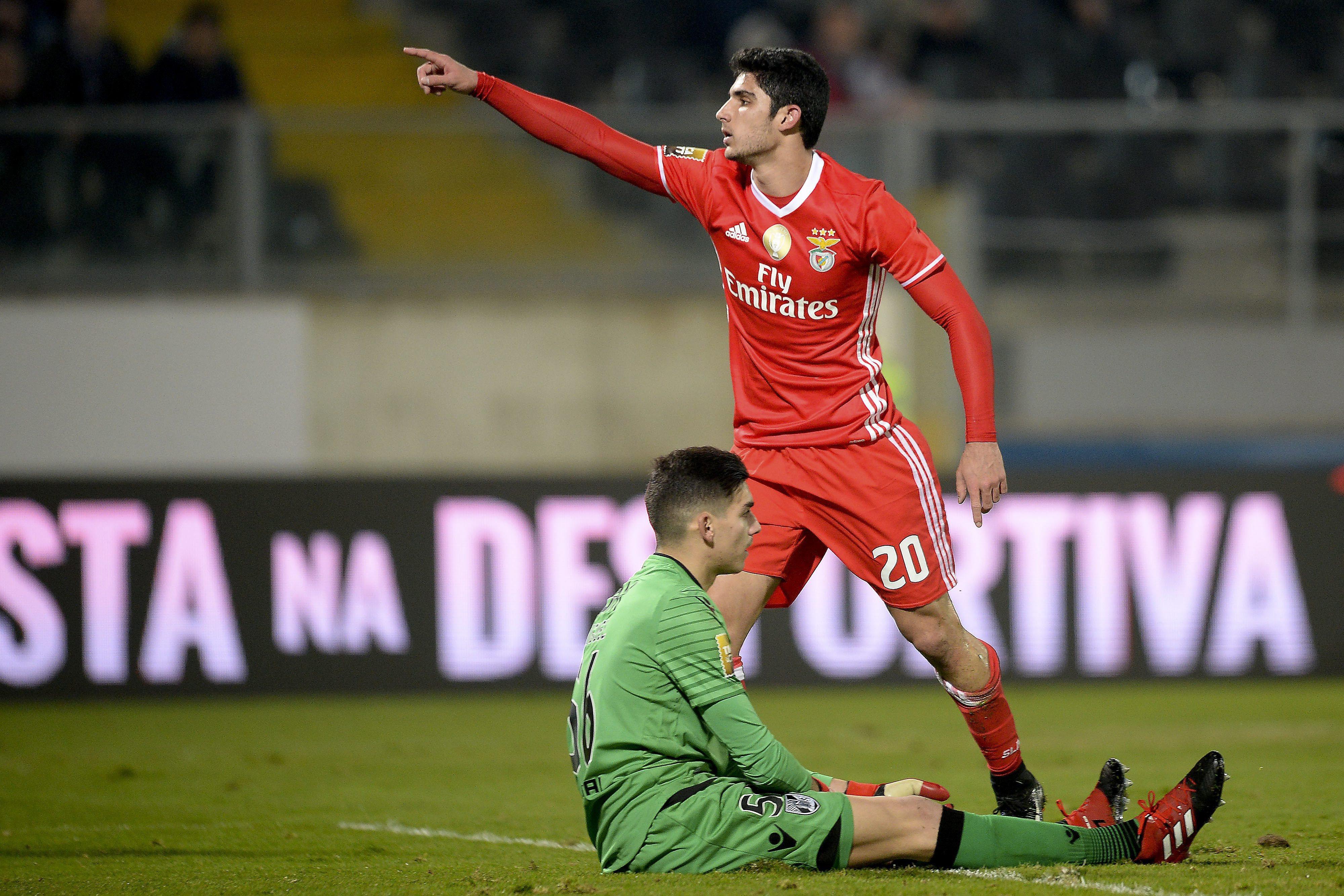 Treinador do Paris Saint-Germain admite interesse no avançado Gonçalo Guedes