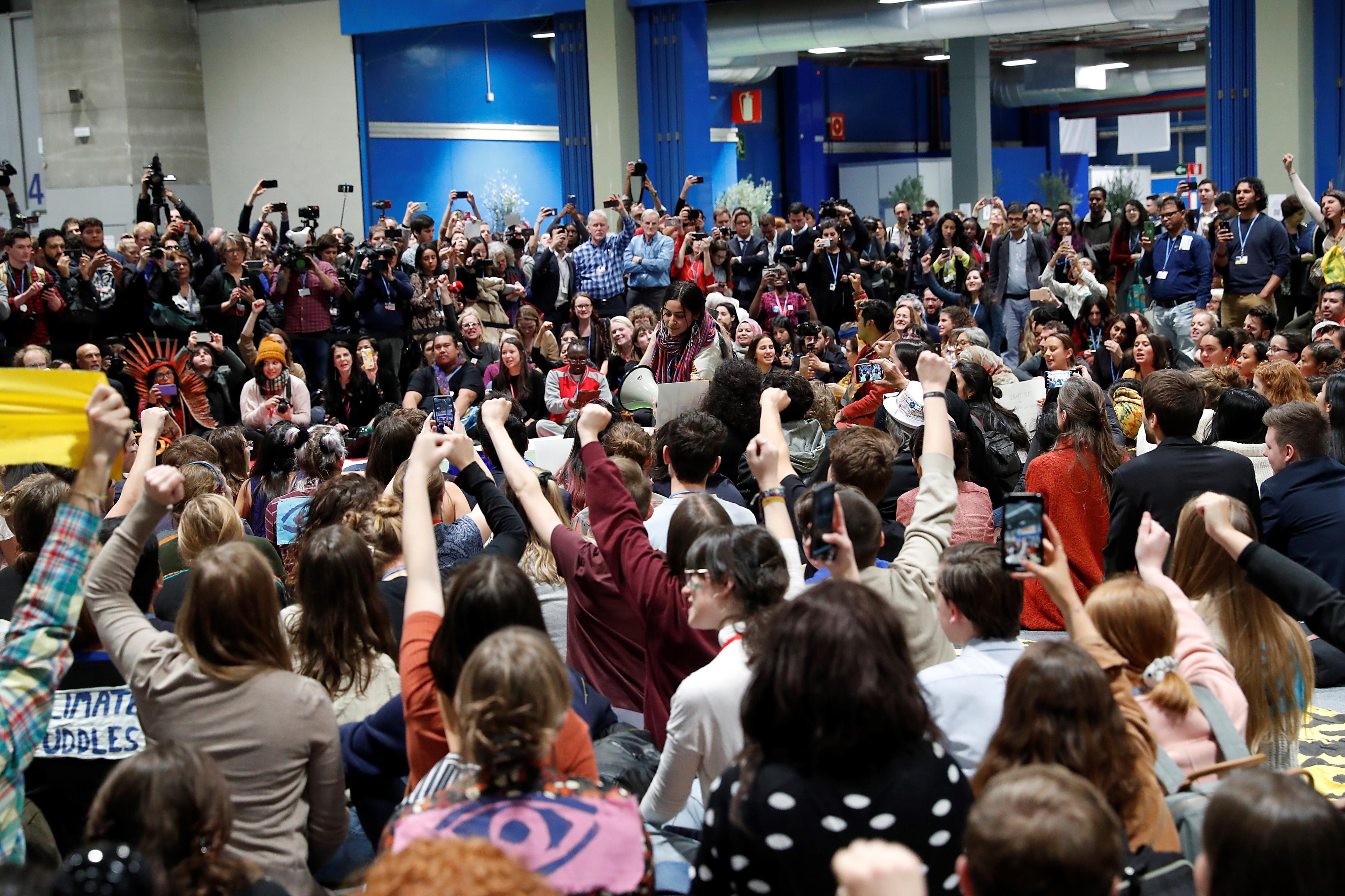 Jovens de movimento de greves pelo clima acusa conferência de lhes falhar