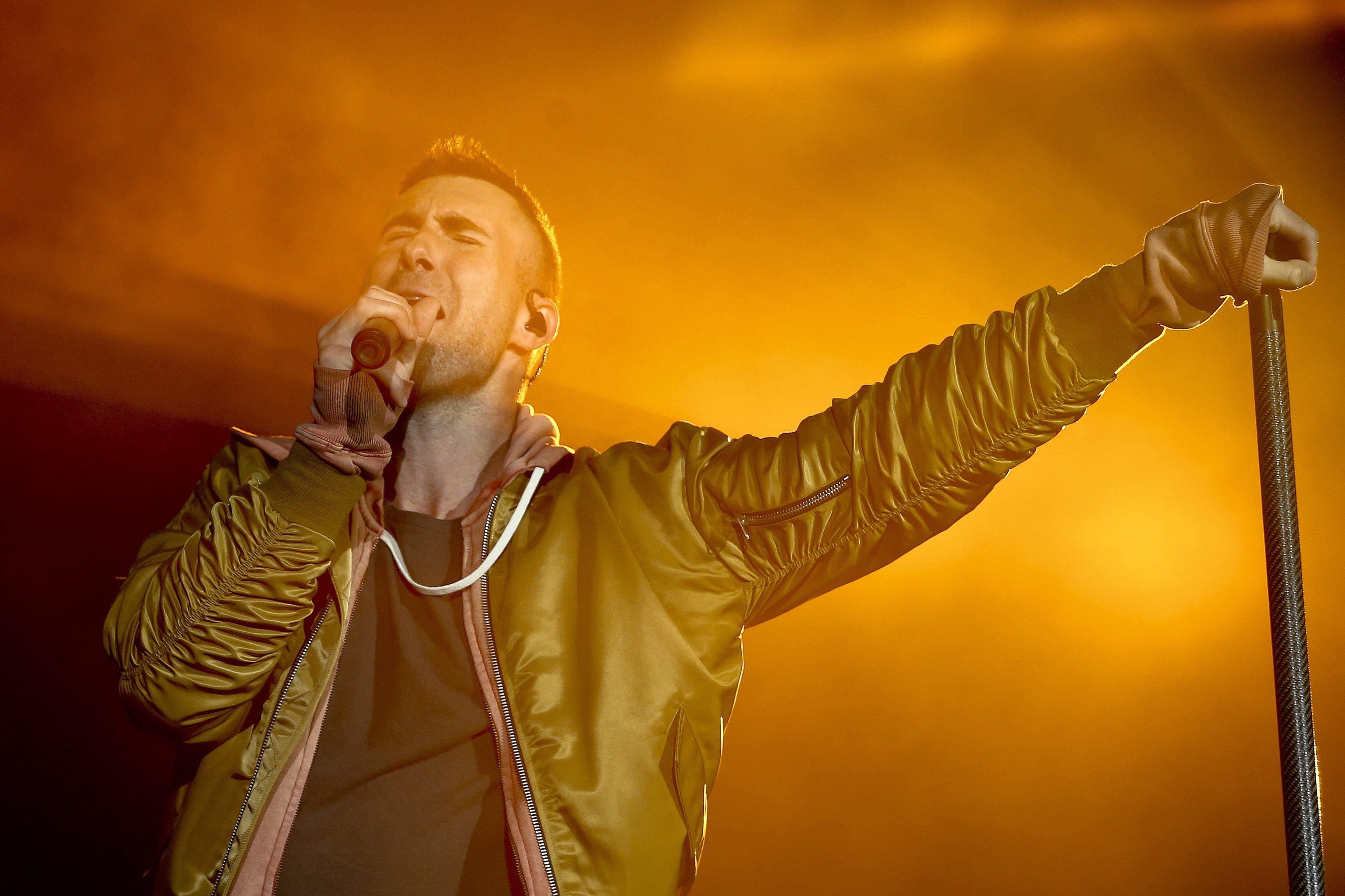 Maroon 5 com comboio de 'hits' pop a alta velocidade