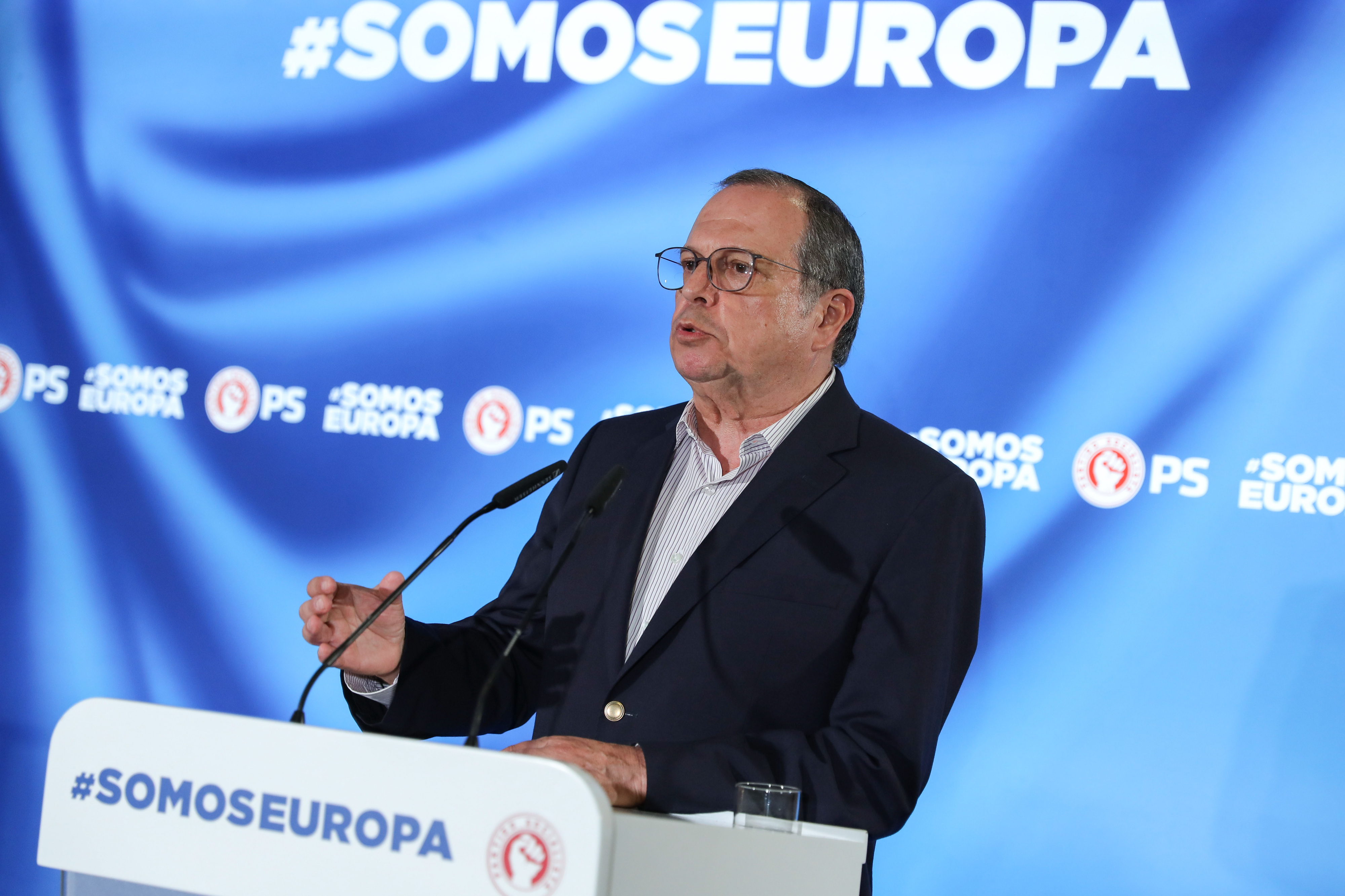 """PS com mais """"entusiasmo"""" e """"energia"""" para nova vitória nas legislativas, diz Carlos César"""