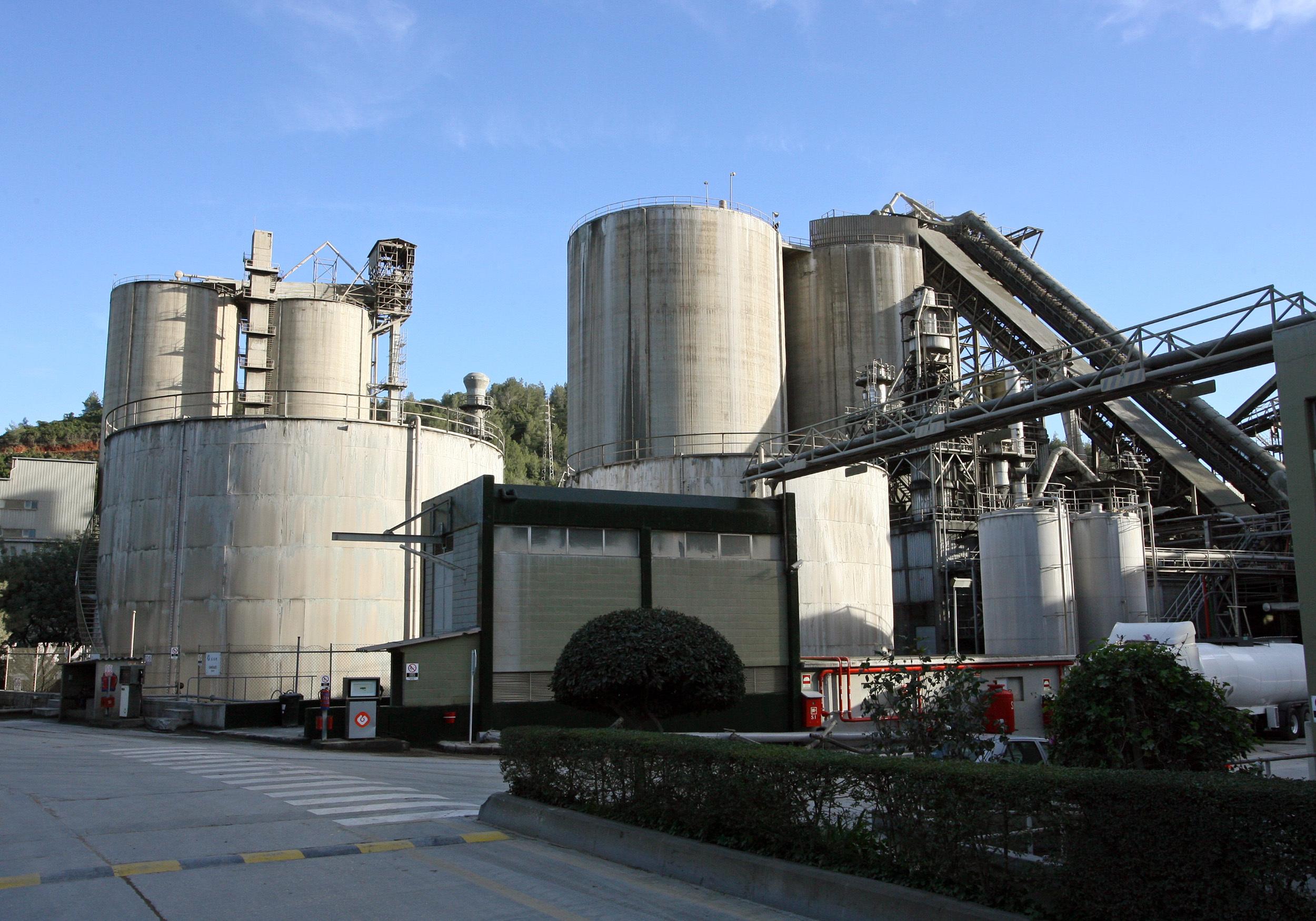 Exportações de cimento caem 42% em 2016 - estudo