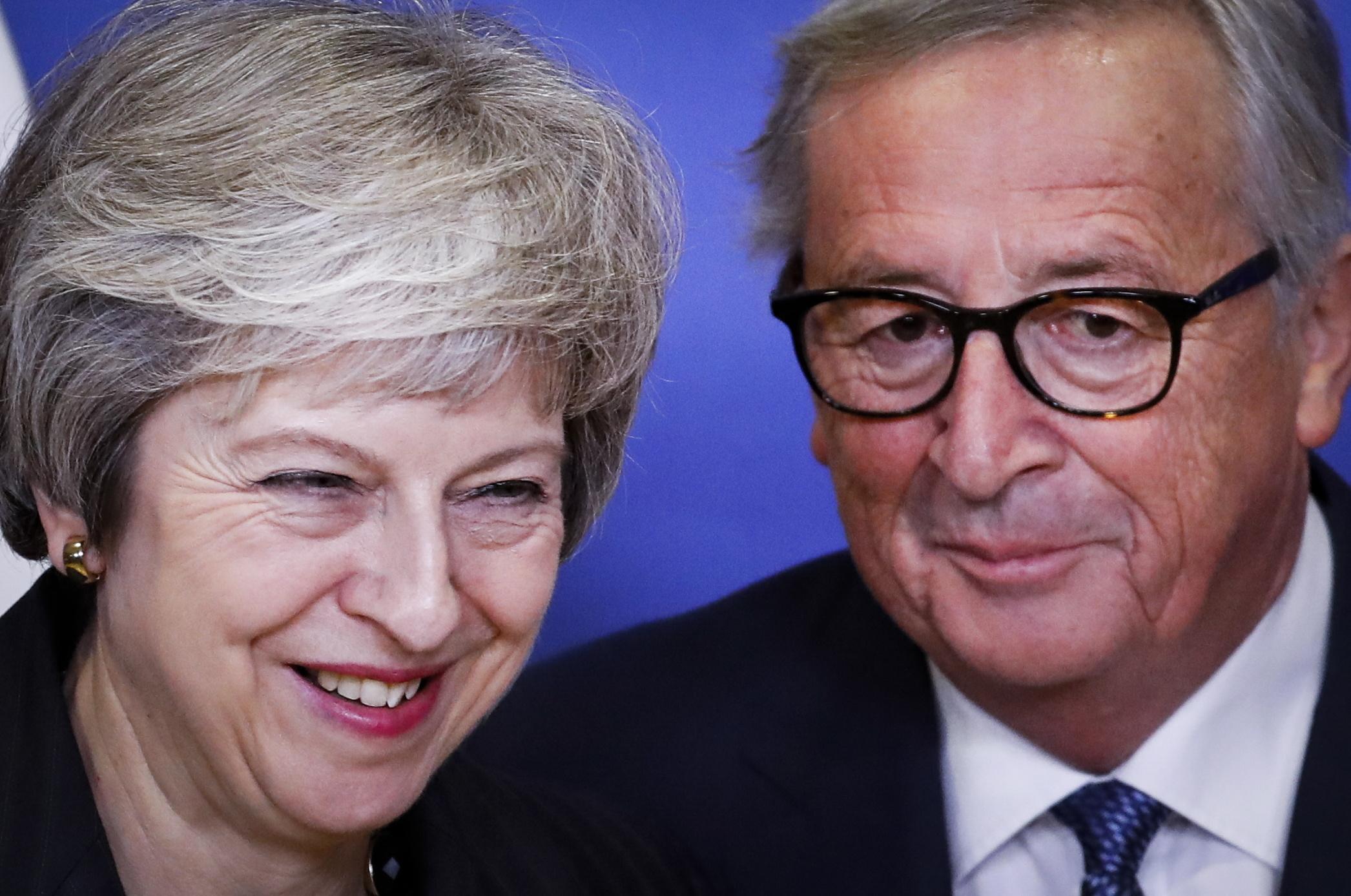 """Juncker e May concluem reunião sobre o 'Brexit' com """"um progresso muito bom"""""""