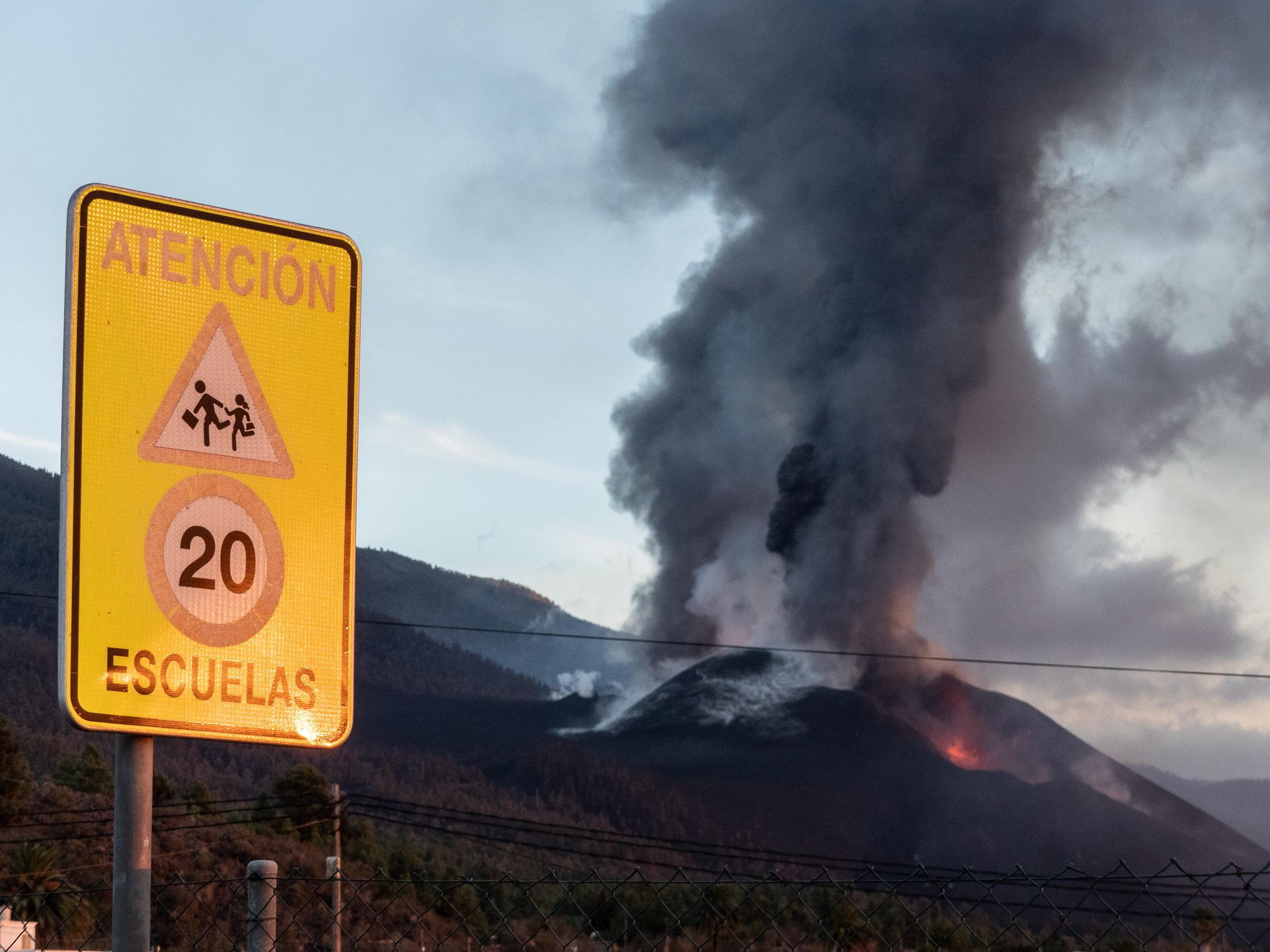Emissões de dióxido de enxofre de vulcão Cumbre Vieja preocupam autoridades