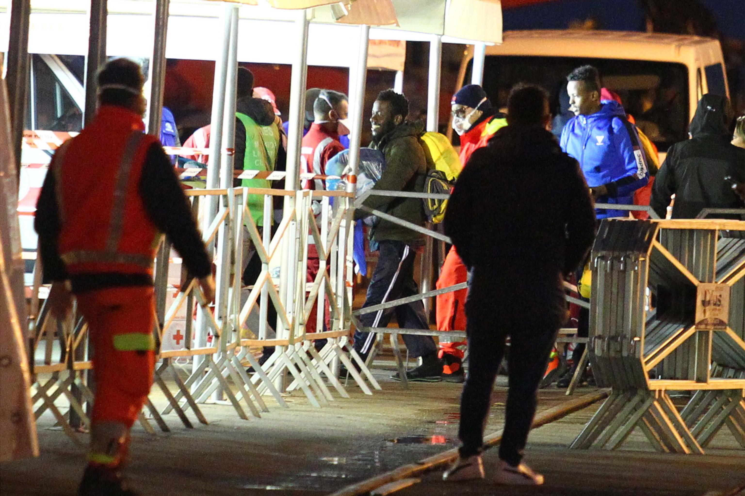 Navio humanitário resgata 92 pessoas no Mediterrâneo
