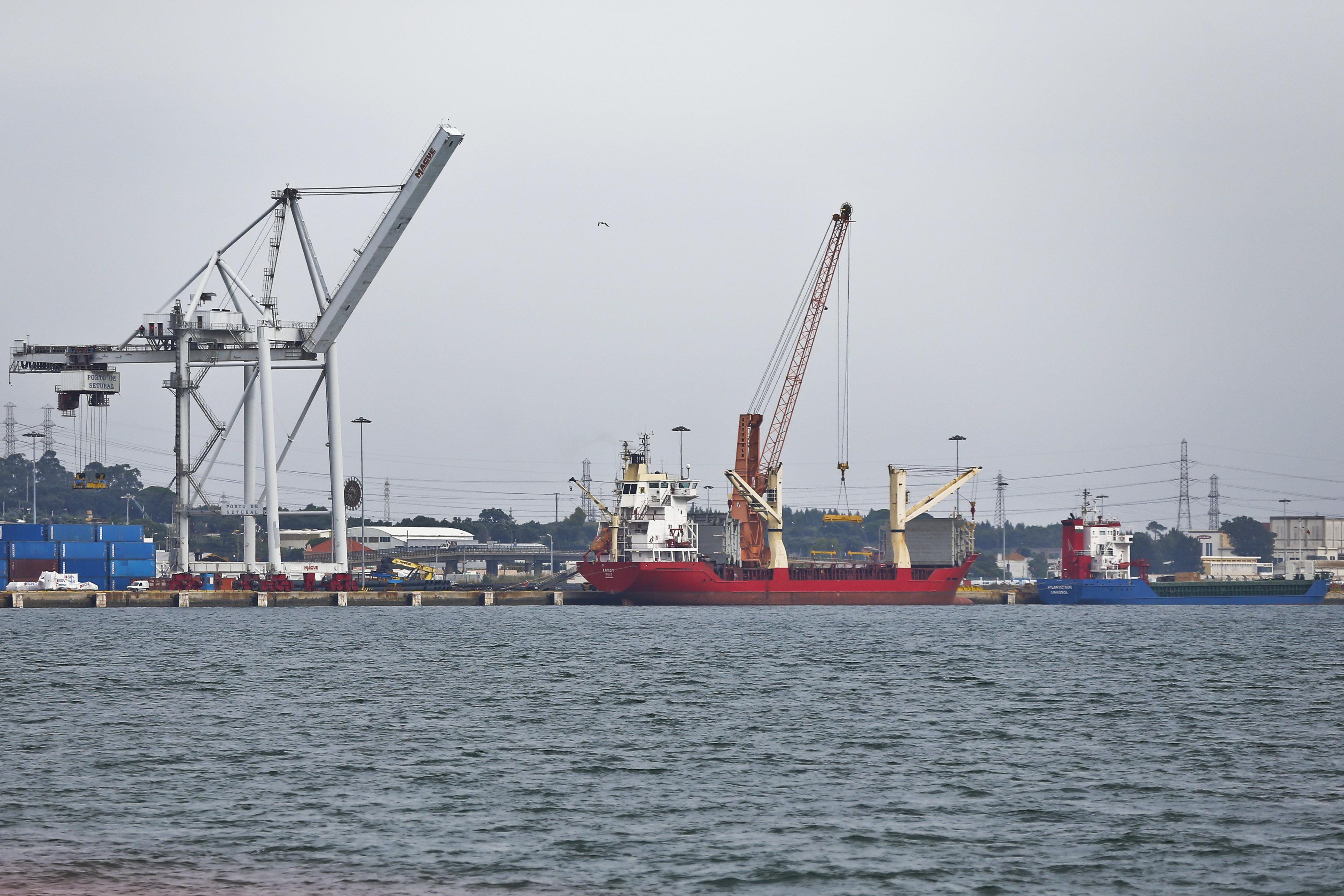 Moçambique ratifica acordo com Portugal sobre transportes marítimos e portos