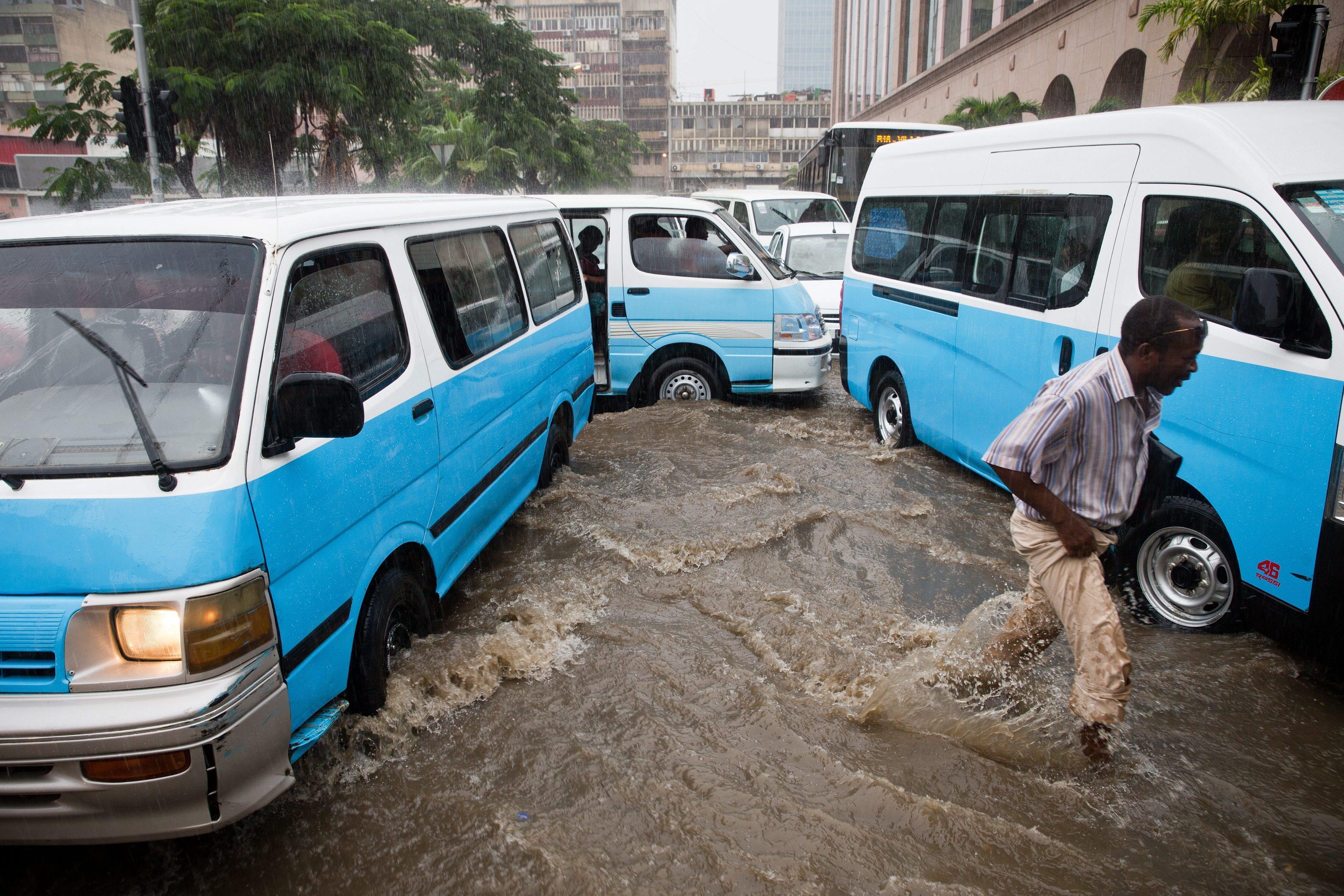 Quatro mortos e 1.685 inundações após fortes chuvas em Luanda -- novo balanço