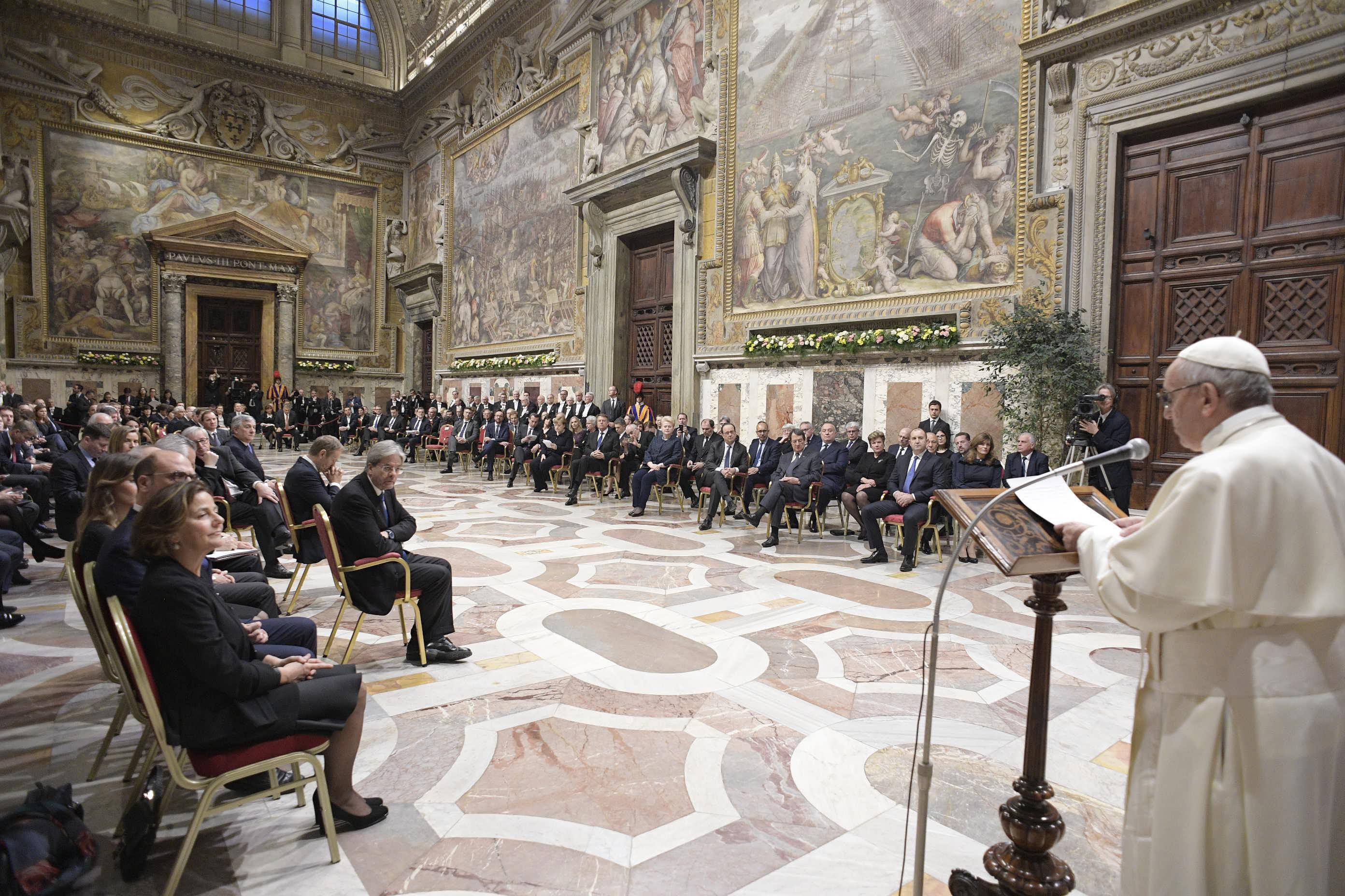 """Papa diz que projeto europeu """"arrisca-se a morrer"""" sem ideais como """"a solidariedade"""""""