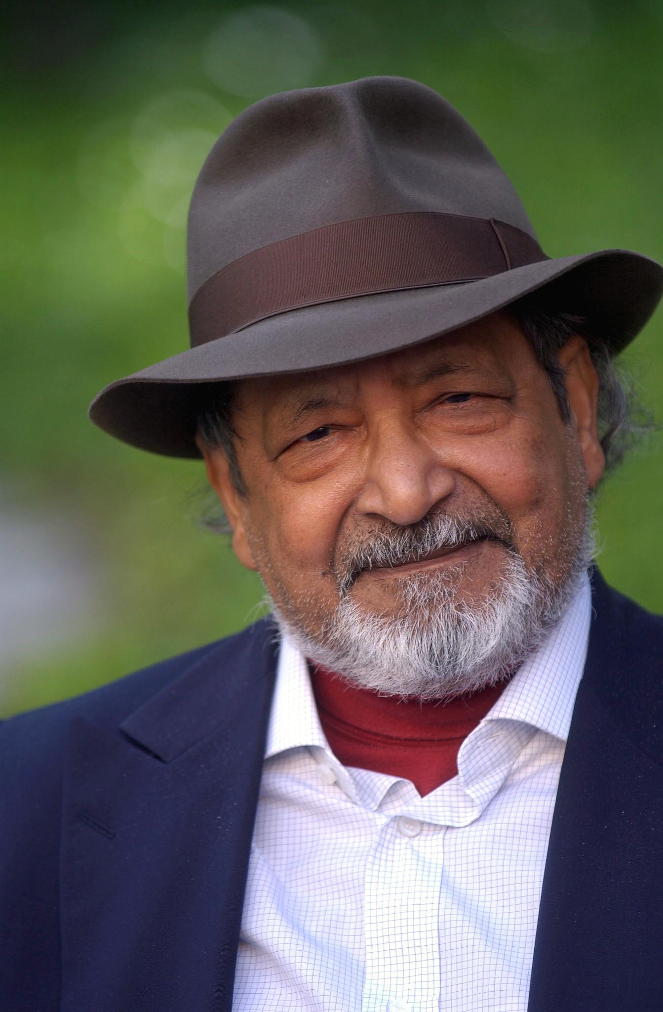 """Nobel da Literatura promete """"escrever mais e mais"""" para evitar o silêncio"""