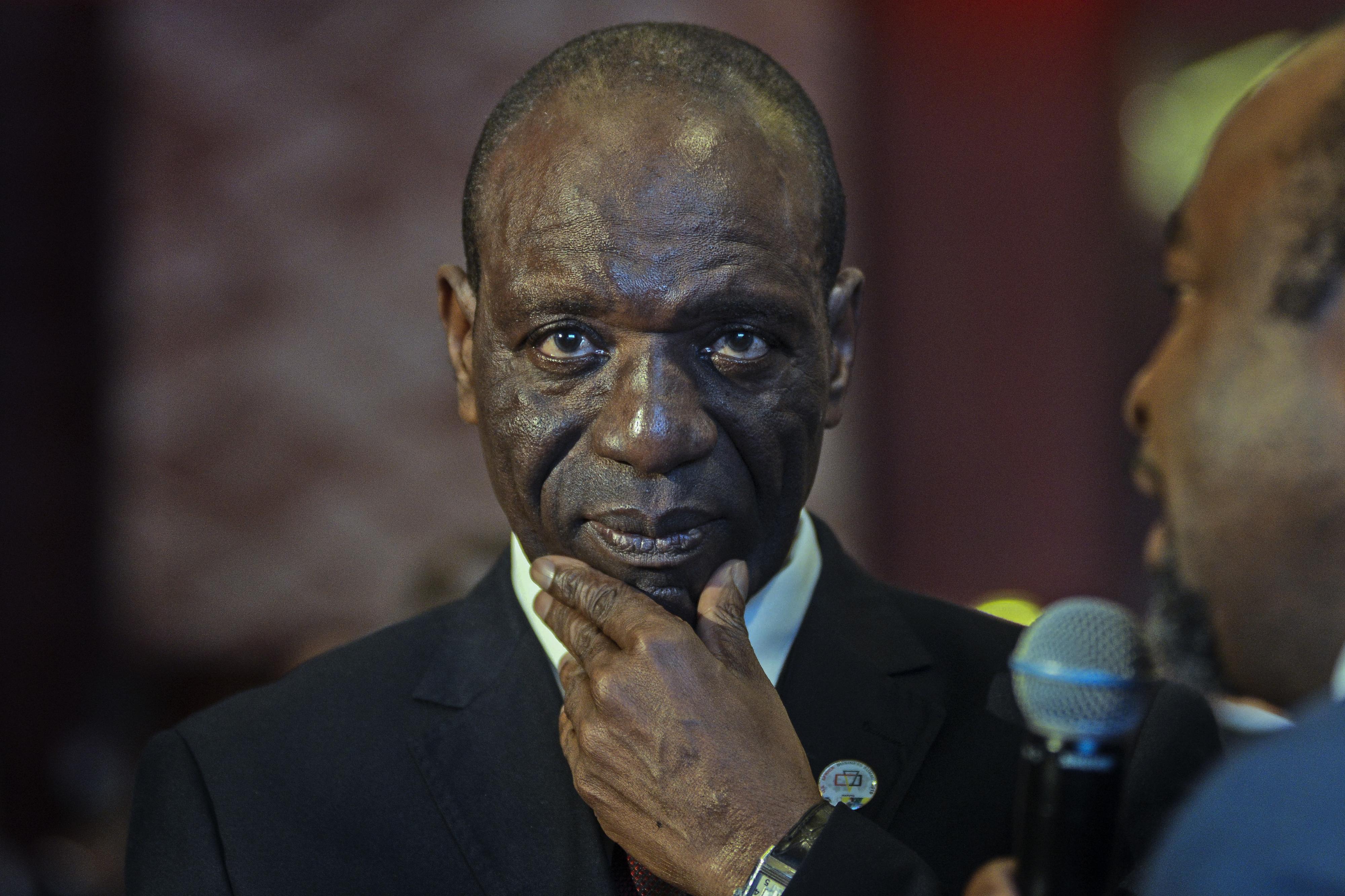 Primeiro-ministro moçambicano alerta para consequências da corrupção
