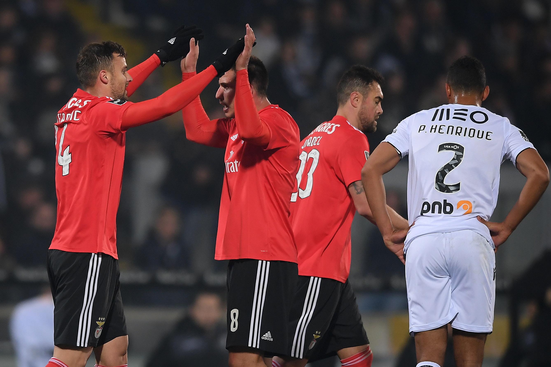 Golo de Seferovic dá triunfo do Benfica em Guimarães