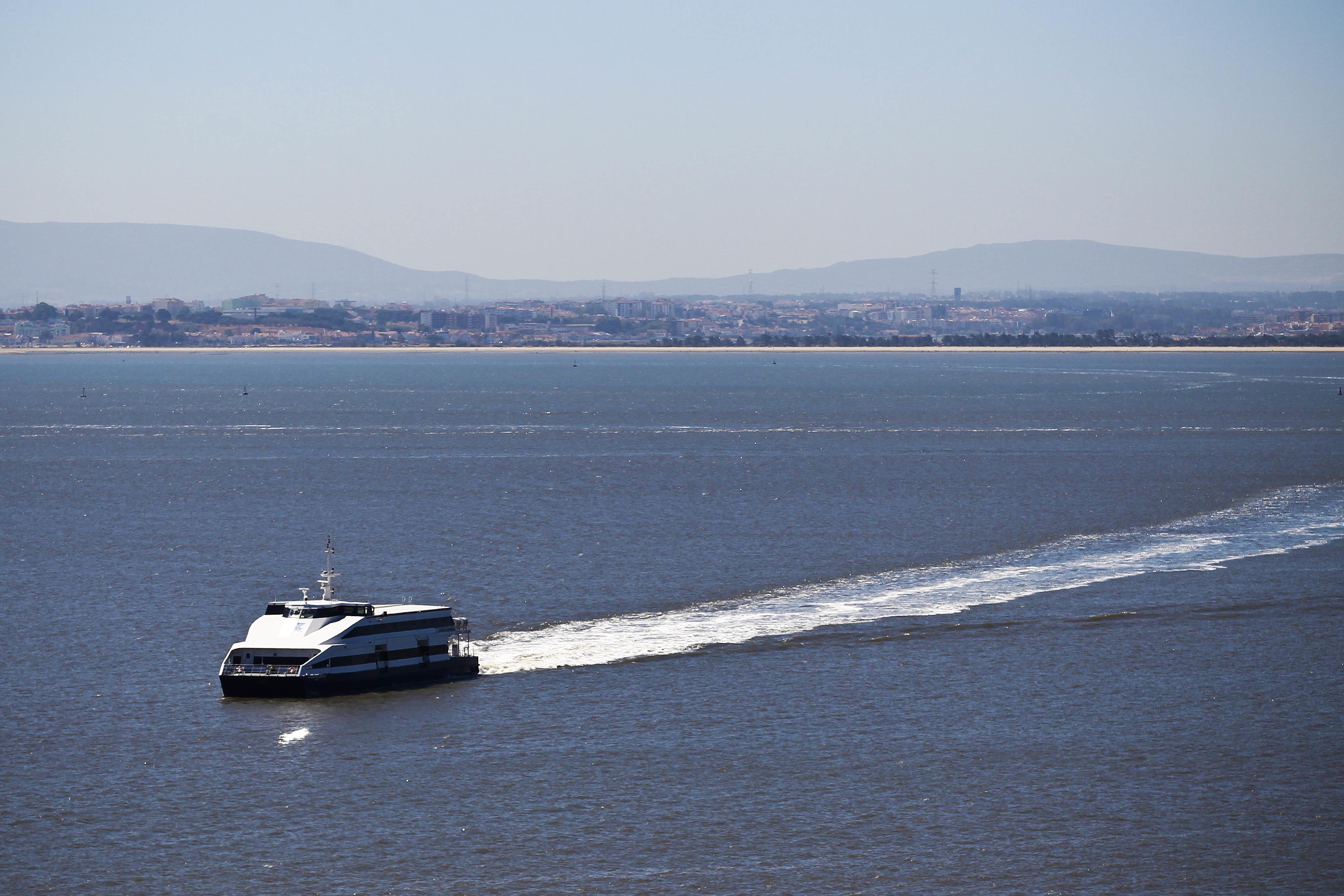Cristas propõe abertura da travessia fluvial do Tejo à concorrência dos privados