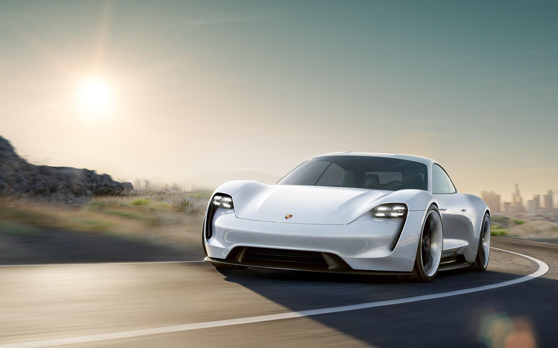 Porsche reforça aposta nos eléctricos, Audi aponta agulhas aos autónomos