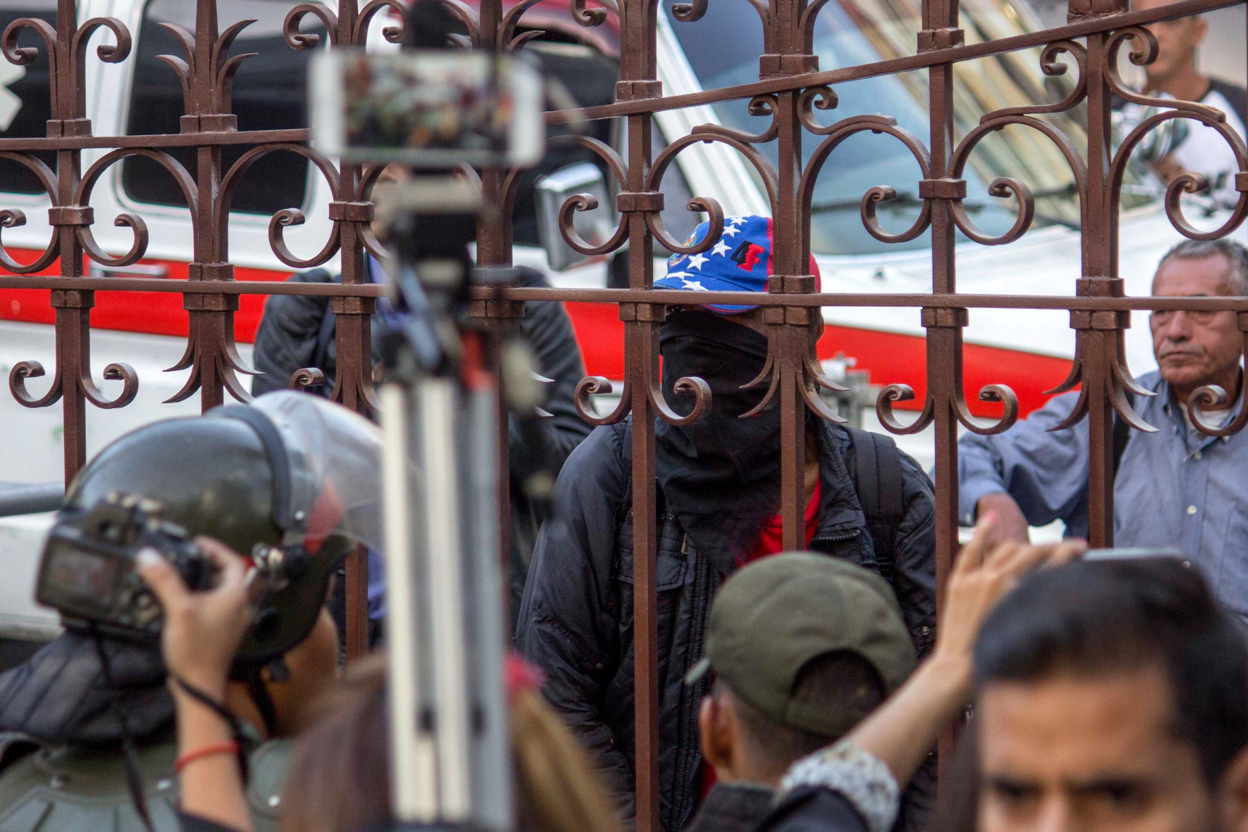 UE reitera apelo para fim da violência na Venezuela