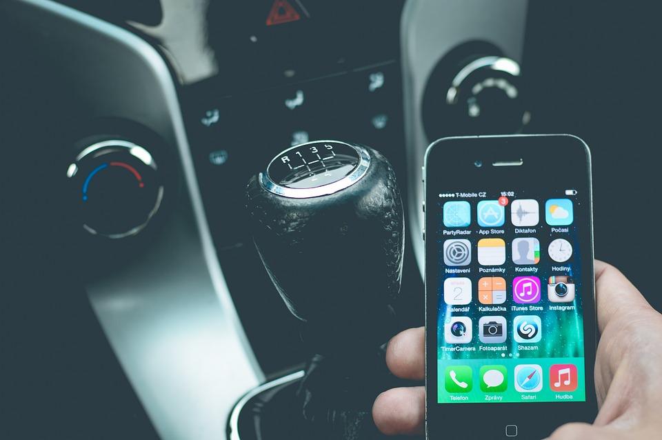 Para os portugueses o telemóvel é mais importante do que o carro