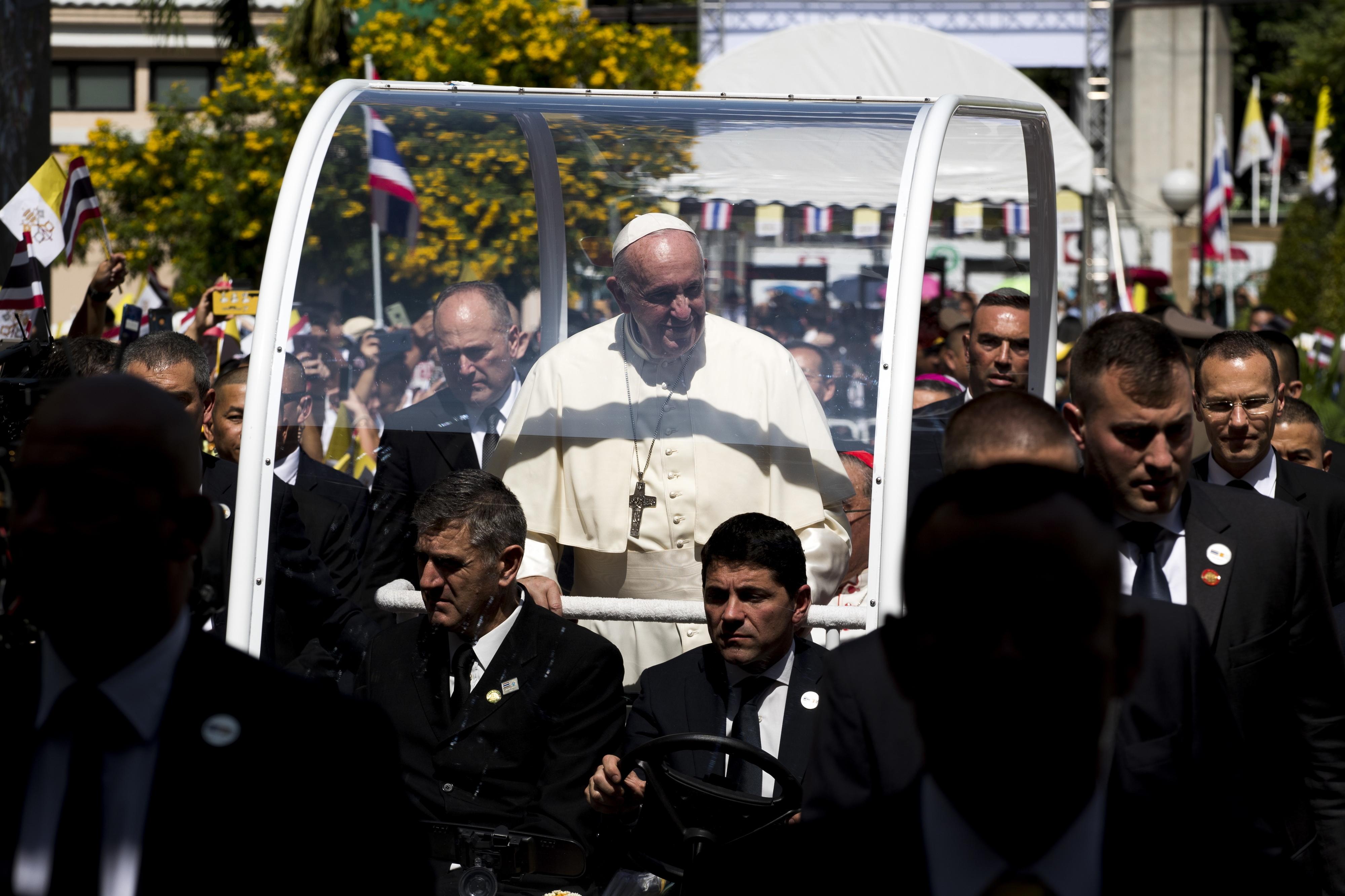 Papa denuncia exploração sexual de mulheres e crianças no primeiro discurso na Tailândia